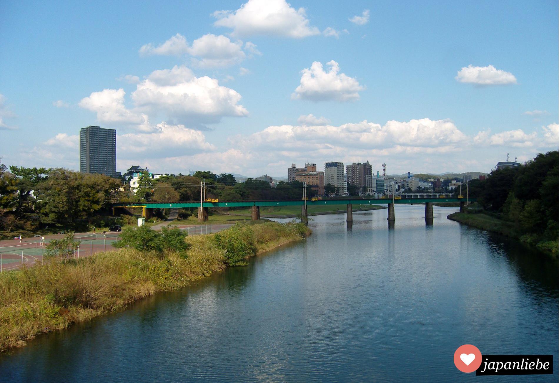 Das Flussufer in Okazaki sieht genau aus, wie Japan in Animes immer gezeigt wird