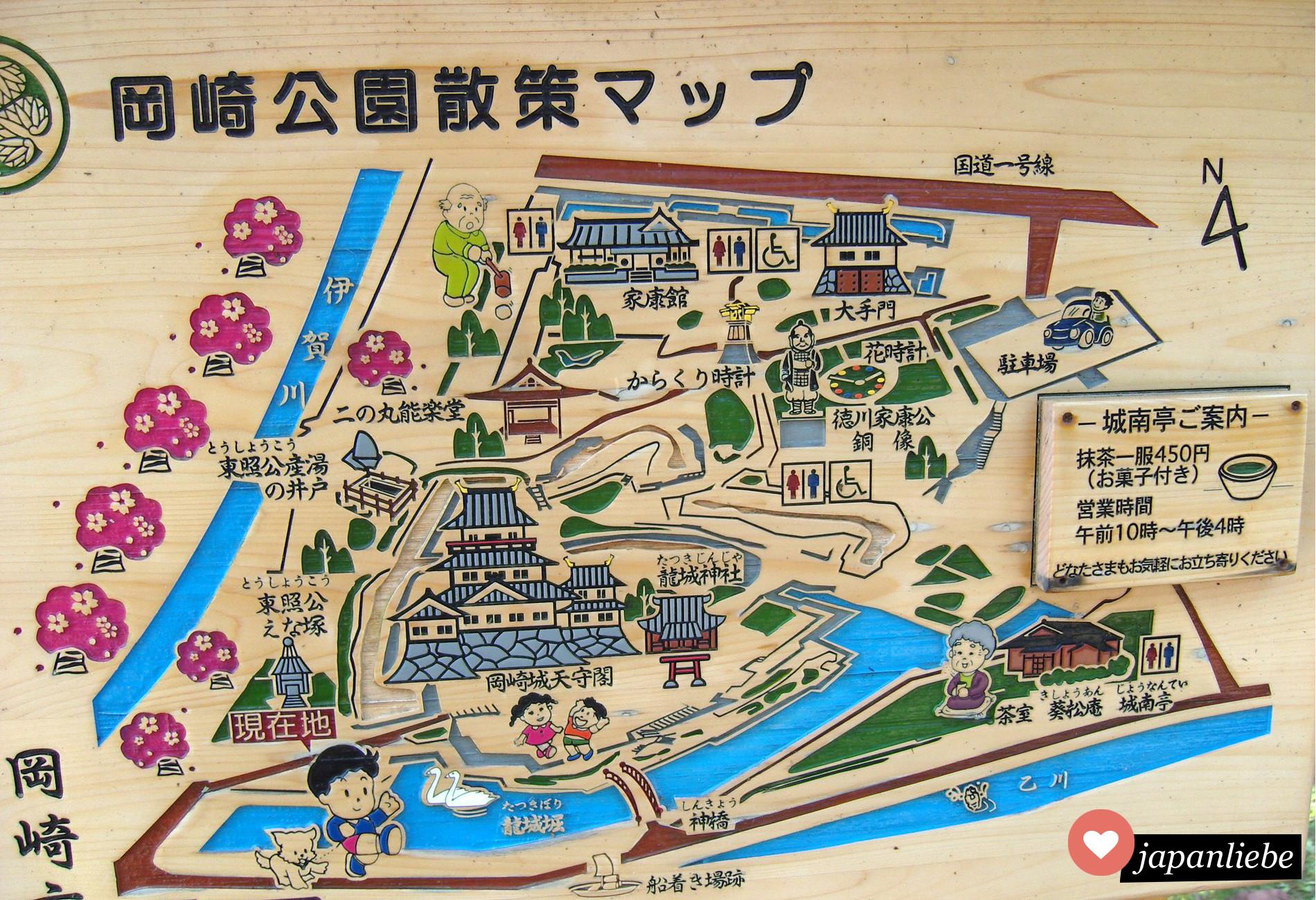 Ein Wegweiser an der Burg in Okazaki, wie alle Hinweisschilder in Japan in Blickrichtung ausgerichtet