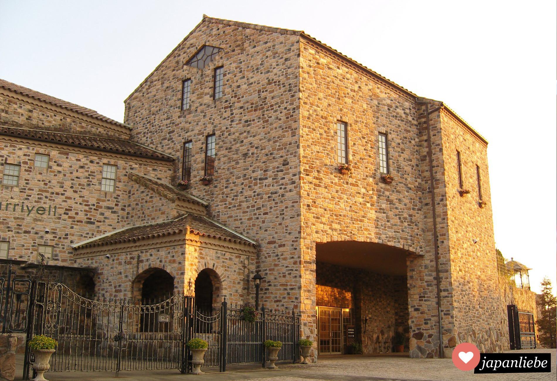 Eine japanische Wedding Chapel, die ein gefühl von Toskana vermittelt.