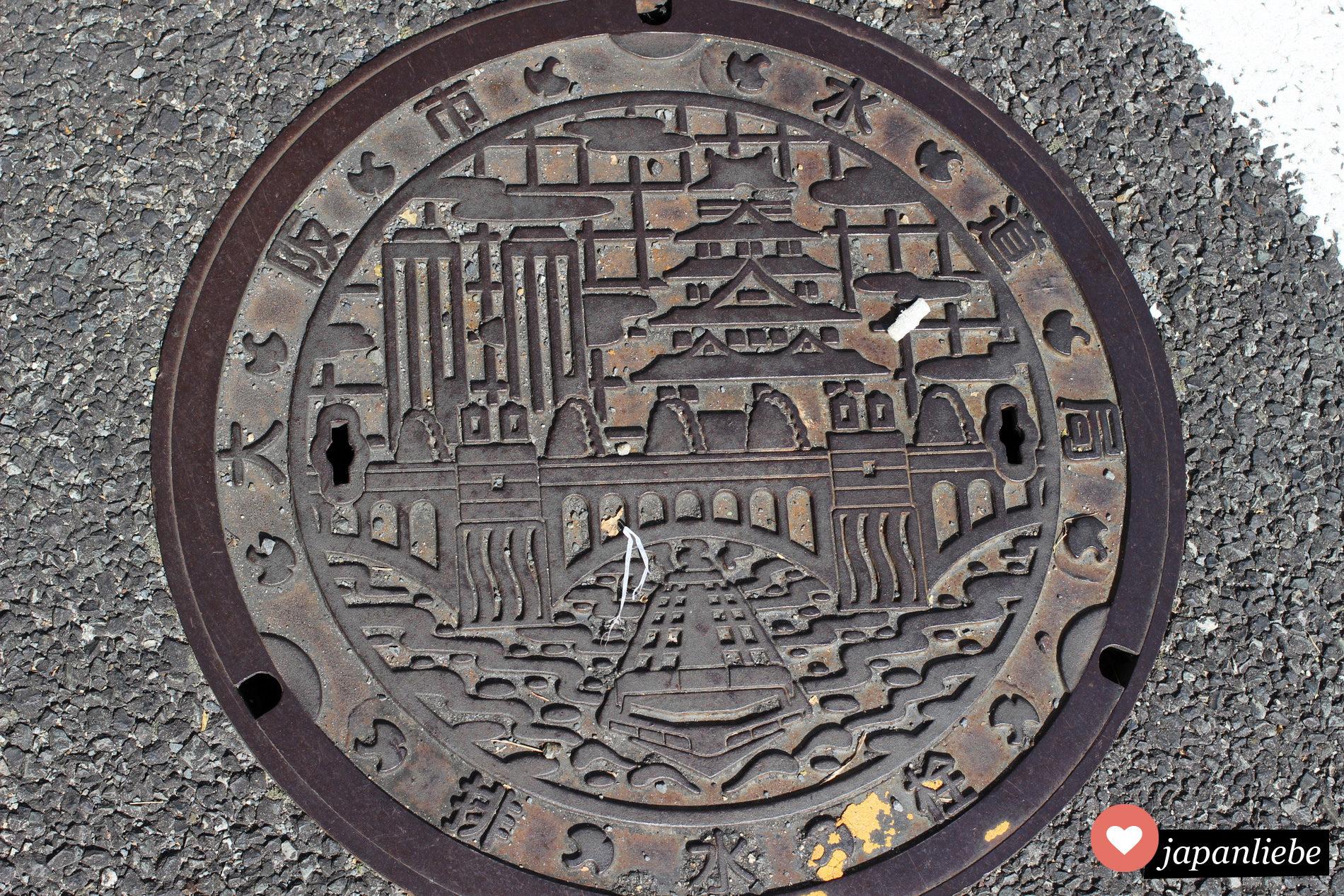 Ein Kanaldeckel in Osaka, Japan