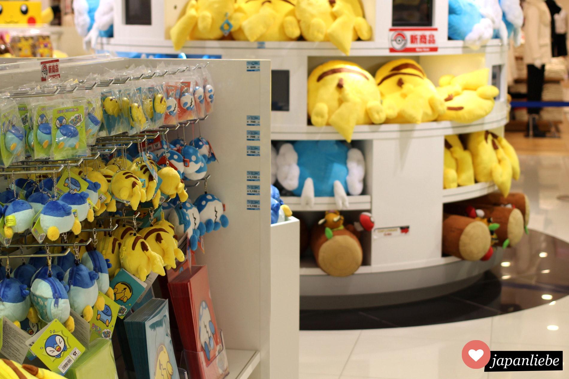 Im Pokémon Center Osaka: jede Menge Pokémon Hintern