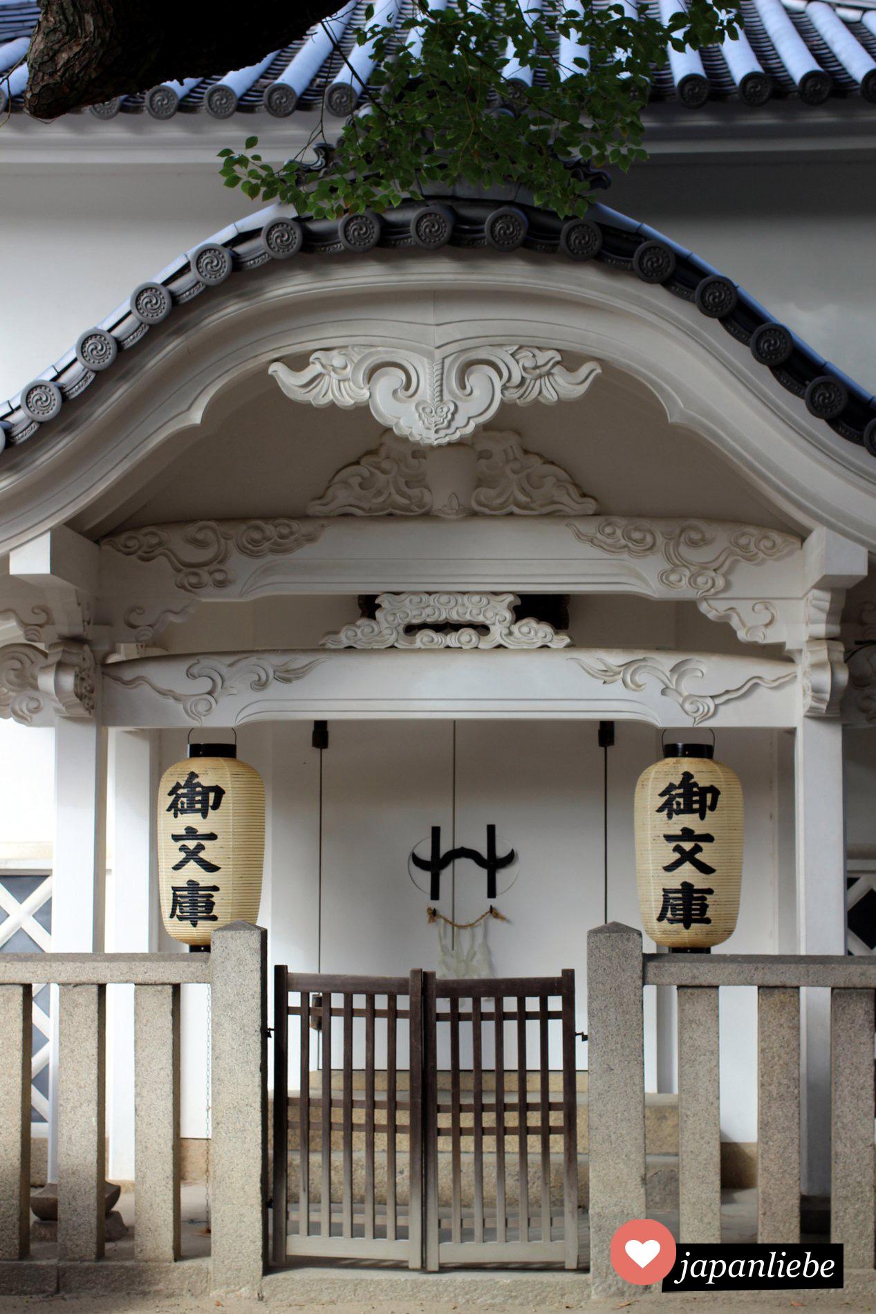 Osakas größter Bücherspeicher am Sumiyoshi Taisha Schrein