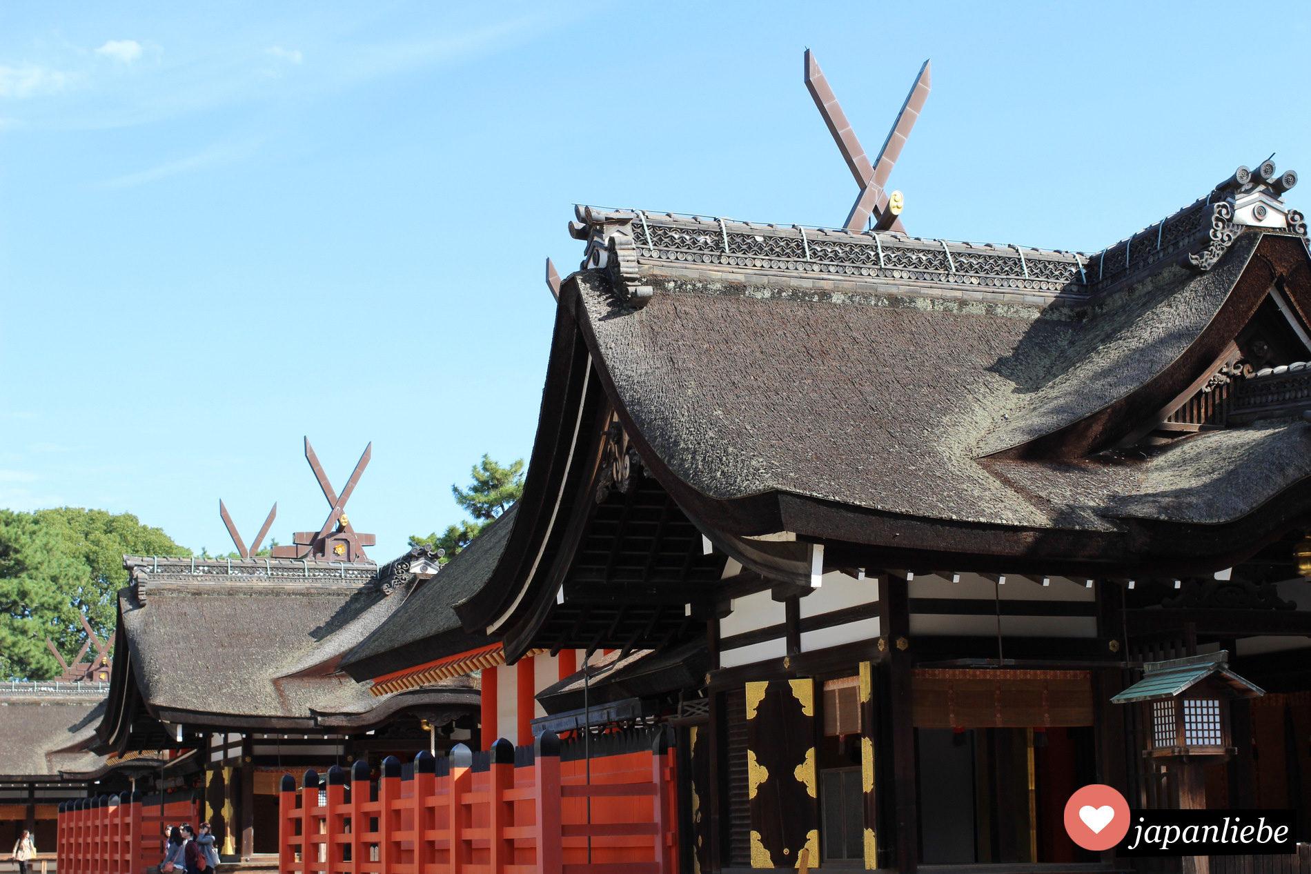 Klssische Shinto-Schrein-Dachfirste am Sumiyoshi Taisha Schrein in Osaka, Japan