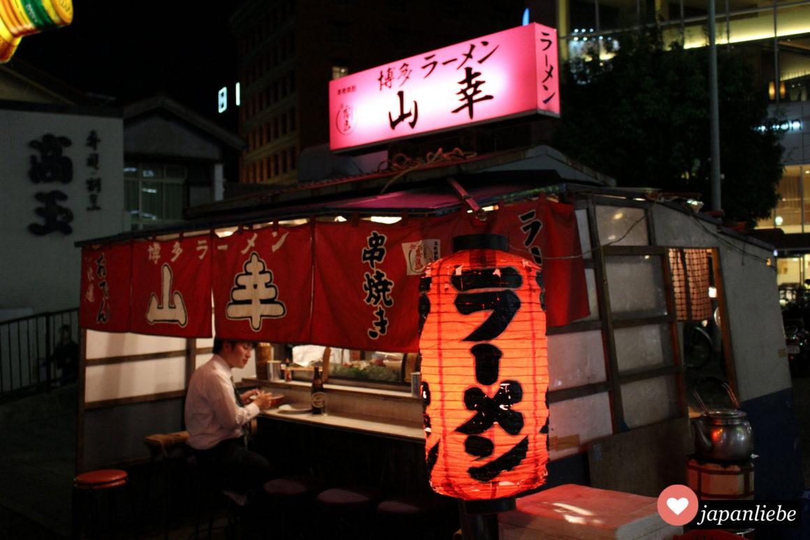 Eine yatai Imbissbude in Fukuoka spezialisiert auf Ramen.