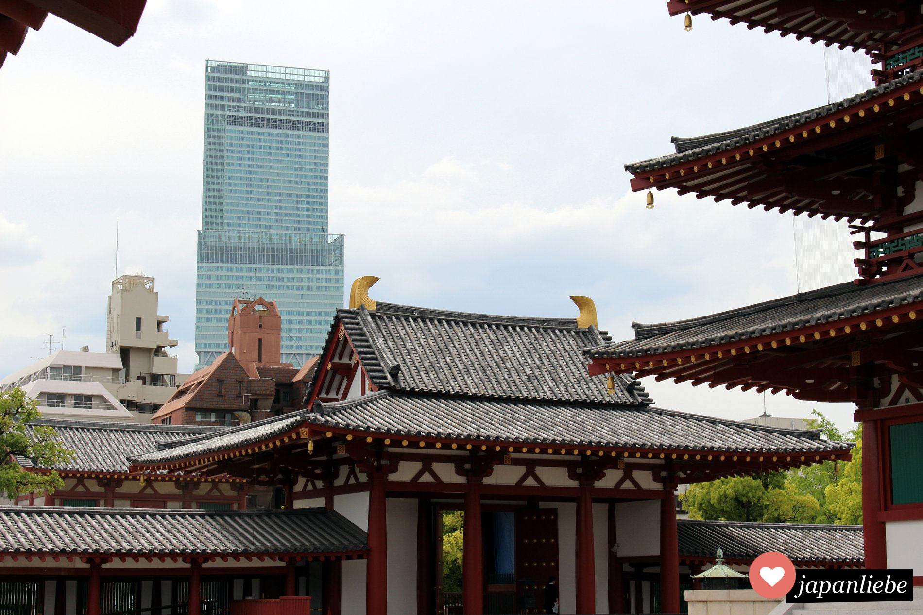 Der Shittenoji Tempel in Osaka liegt mitten in der Stadt