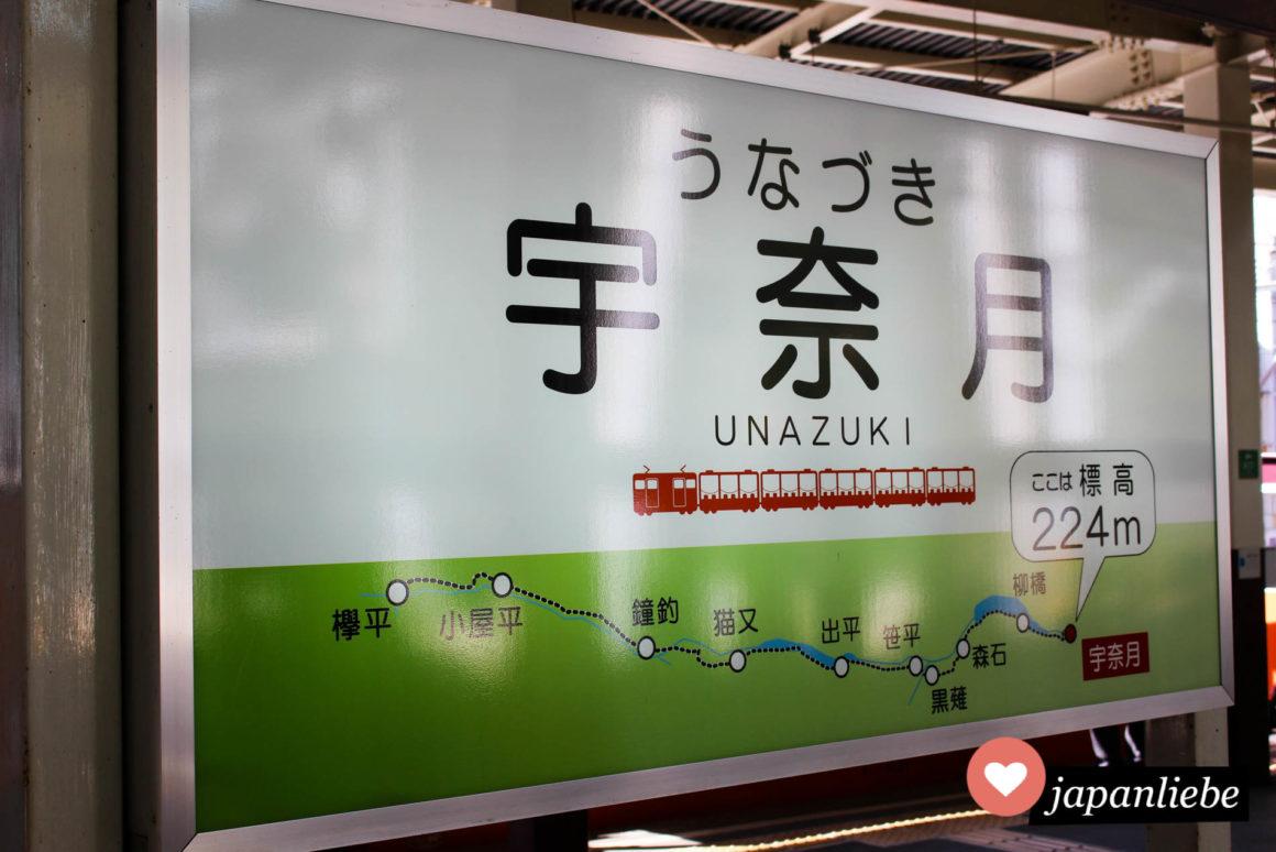 Schild des Bahnhofs Unazuki.