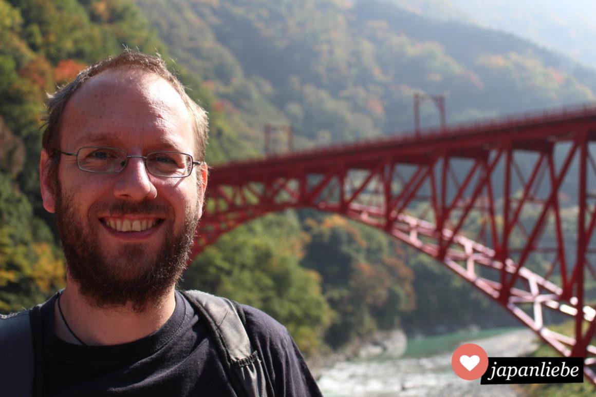 Christian an der Shin Yamabiko Brücke in der Kurobe Schlucht.