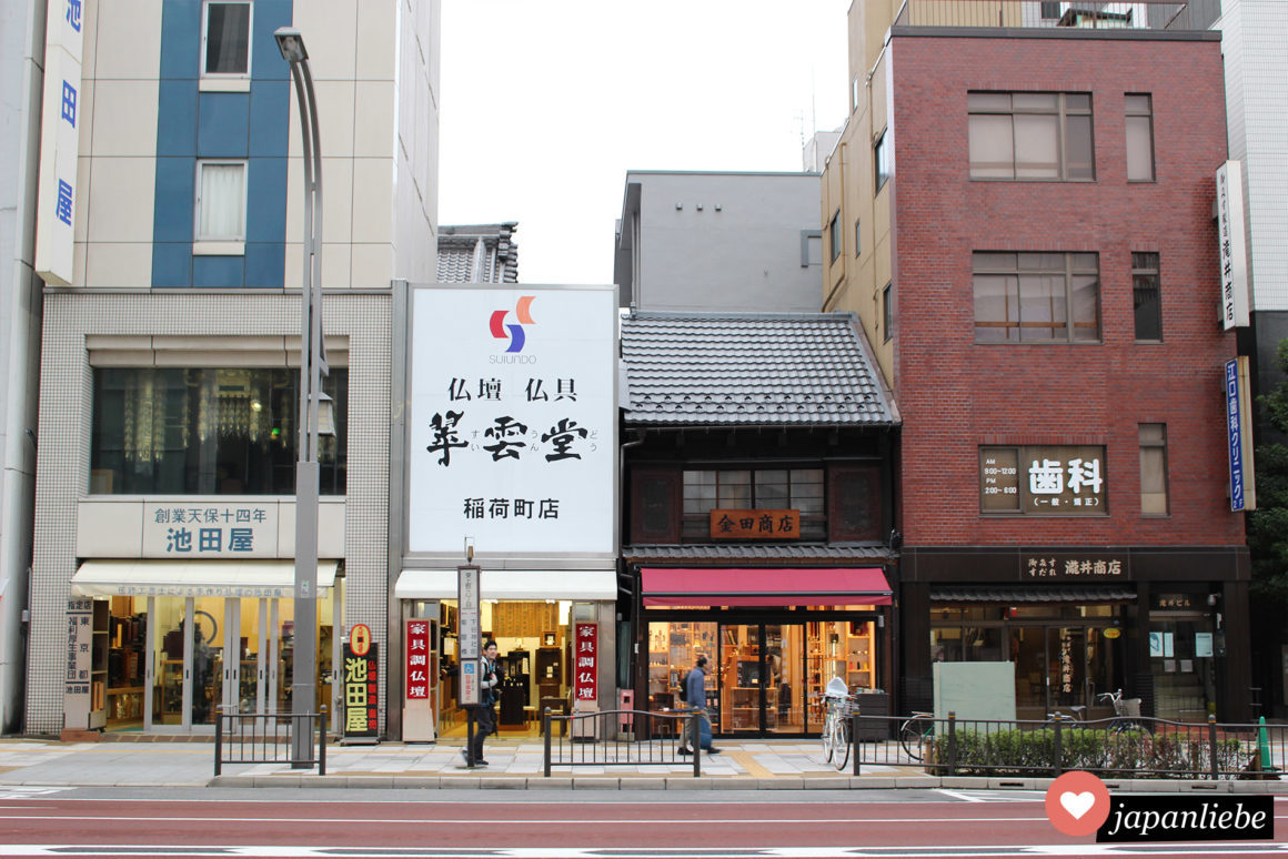 Eine Straße in Tokio im Stadtteil Asakusa.