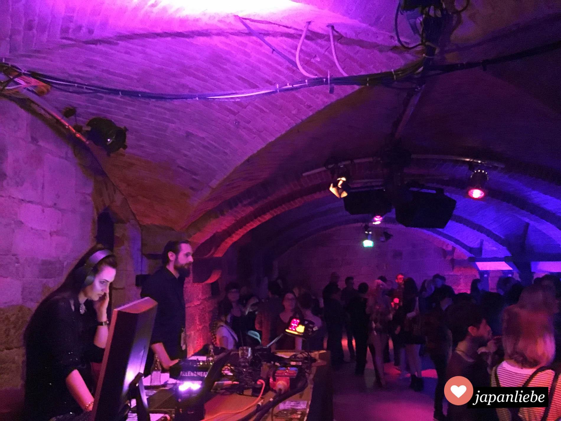 Die Connichi Party am Freitag Abend ist legendär. Gefühlt war ichd ie einzige Person, die nicht im Cosplay dort war xD
