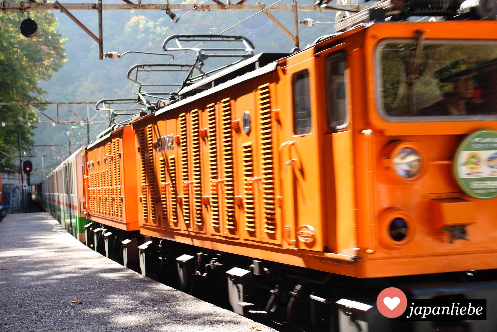 Mit einer kleinen Eisenbahn names Torokko geht es in die Kurobe Schlucht.