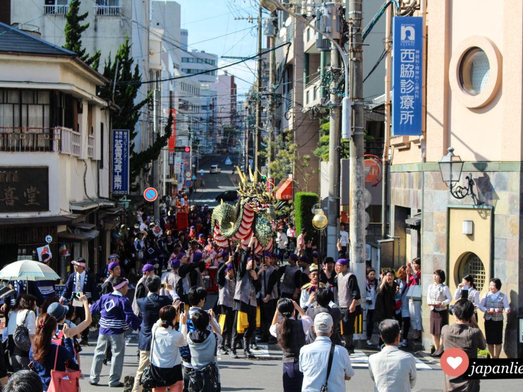 Ein besonderes Spektakel: beim Nagasaki Kunchi Festival wird ein chinesischer Drachentanz aufgeführt.