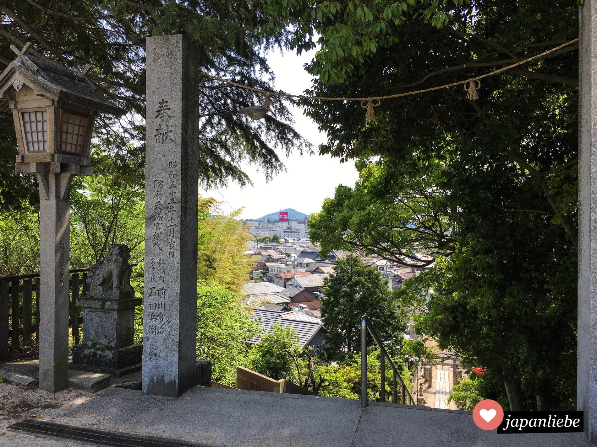 Da der Tenman-gu Schrein in Hōfu auf einem Berg liegt, hat man von dort einen schönen Blick über die Stadt.