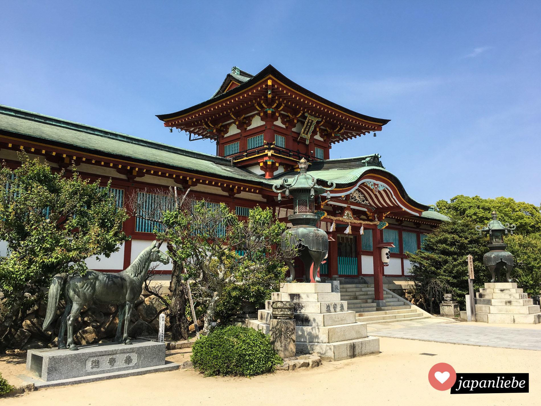Der älteste Tenman-gu Schrein Japans ist nicht nur historisch bedeutend sondern auch schön anzusehen.