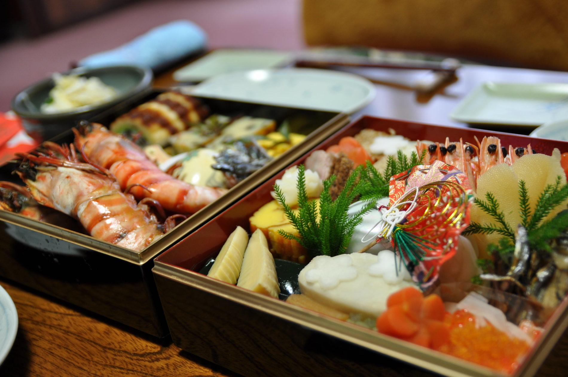 Viele leckere Sachen osechi ryōri genannt ist man am neujahrstag, hauptsache an diesem Tag nicht kochen.