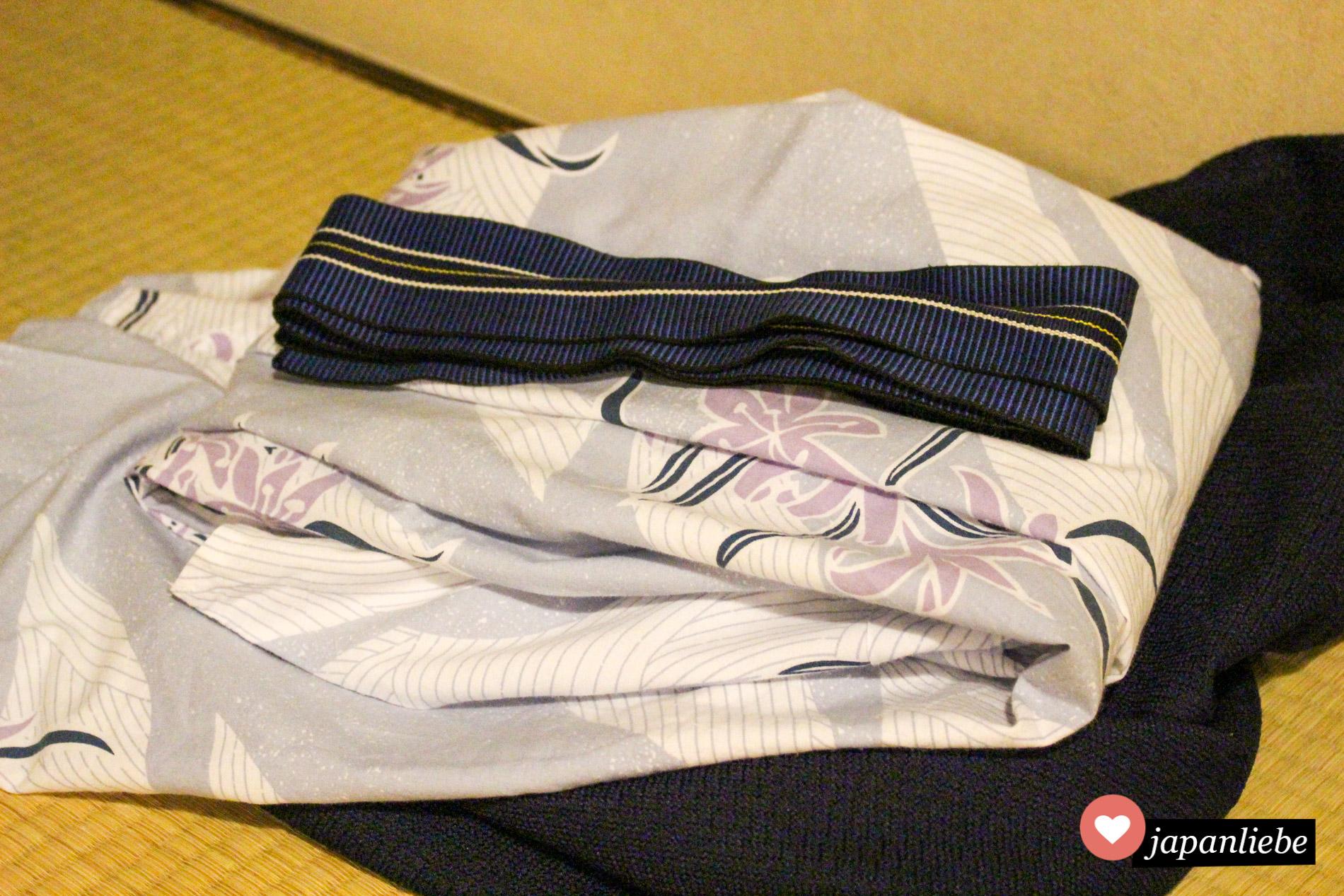 Im ryokan angekommen, erwartet einen ein traditioneller yukata Baumwoll-Kimono, den man den ganzen Aufenthalt über trägt.