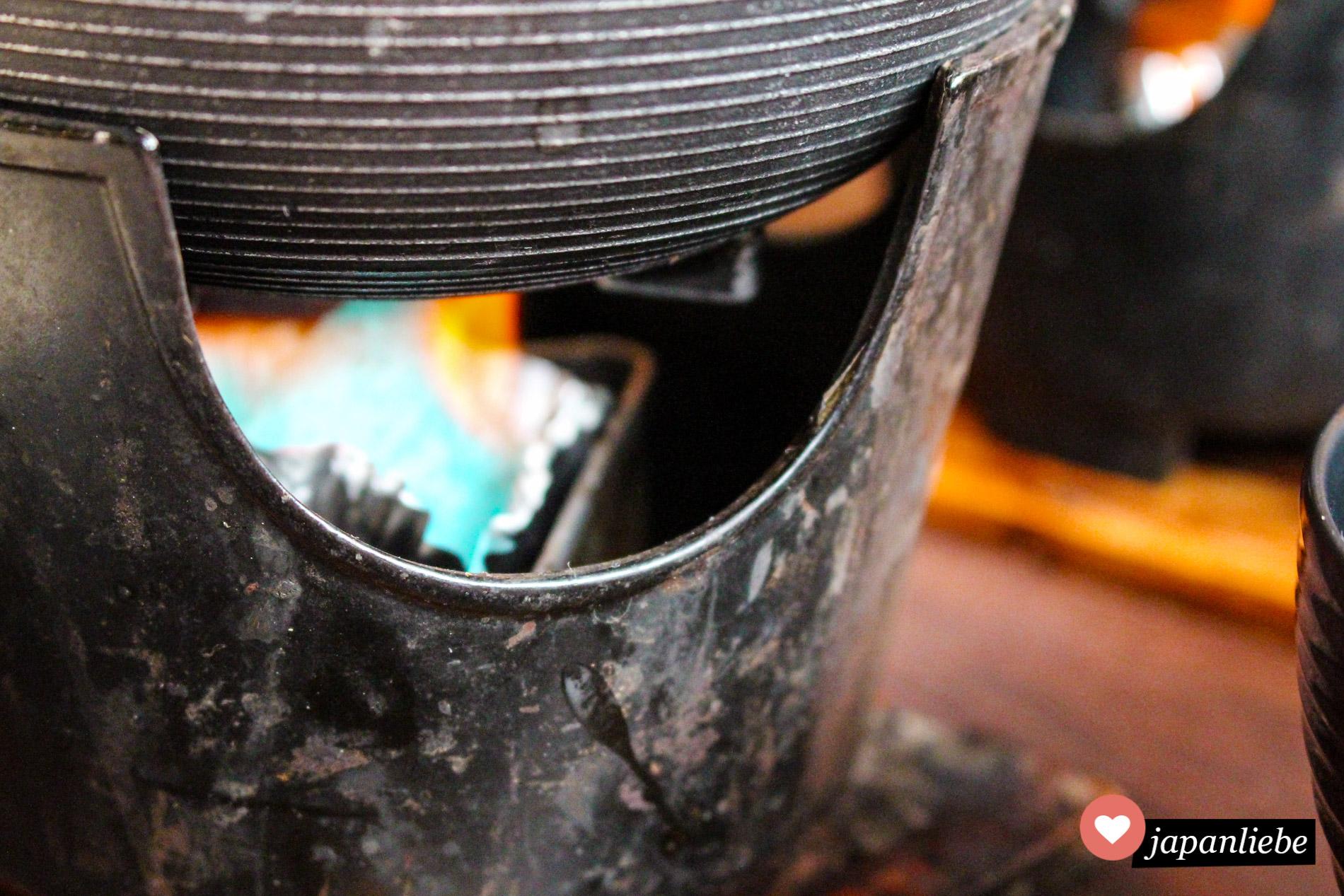 In einem ryokan wurde die Miso-Suppe am Tisch mit einem Stoevchen frisch erwärmt.