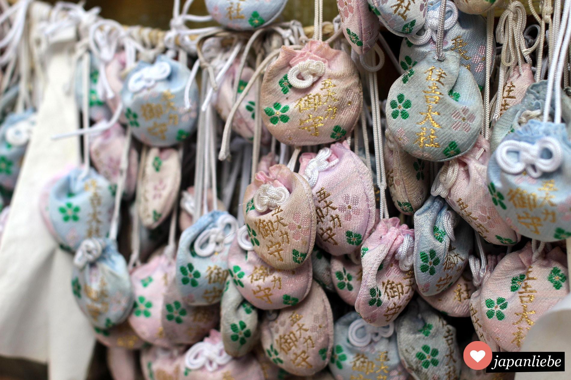 Nachdem man drei go dai riki Steine gesammelt hat, verstaut man sie in einem Beutel. So werden sie zum ganz persönlichen o-mamori Talisman.