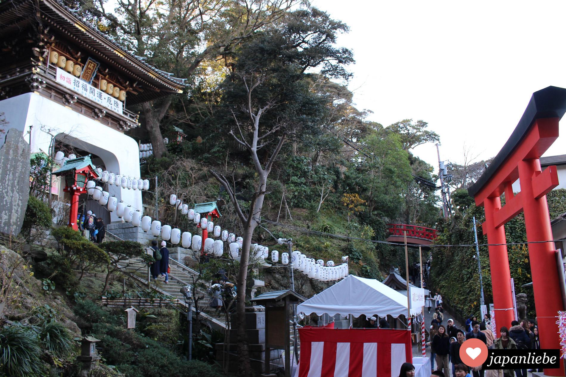 Das Wahrzeichen von Enoshima: das Zuishin-mon Tor.