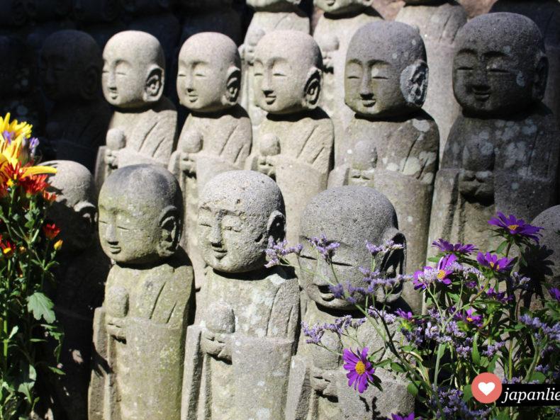 Am Hase-dera Tempel in Kamakura finden sich besonders viele Jizō-Statuen.
