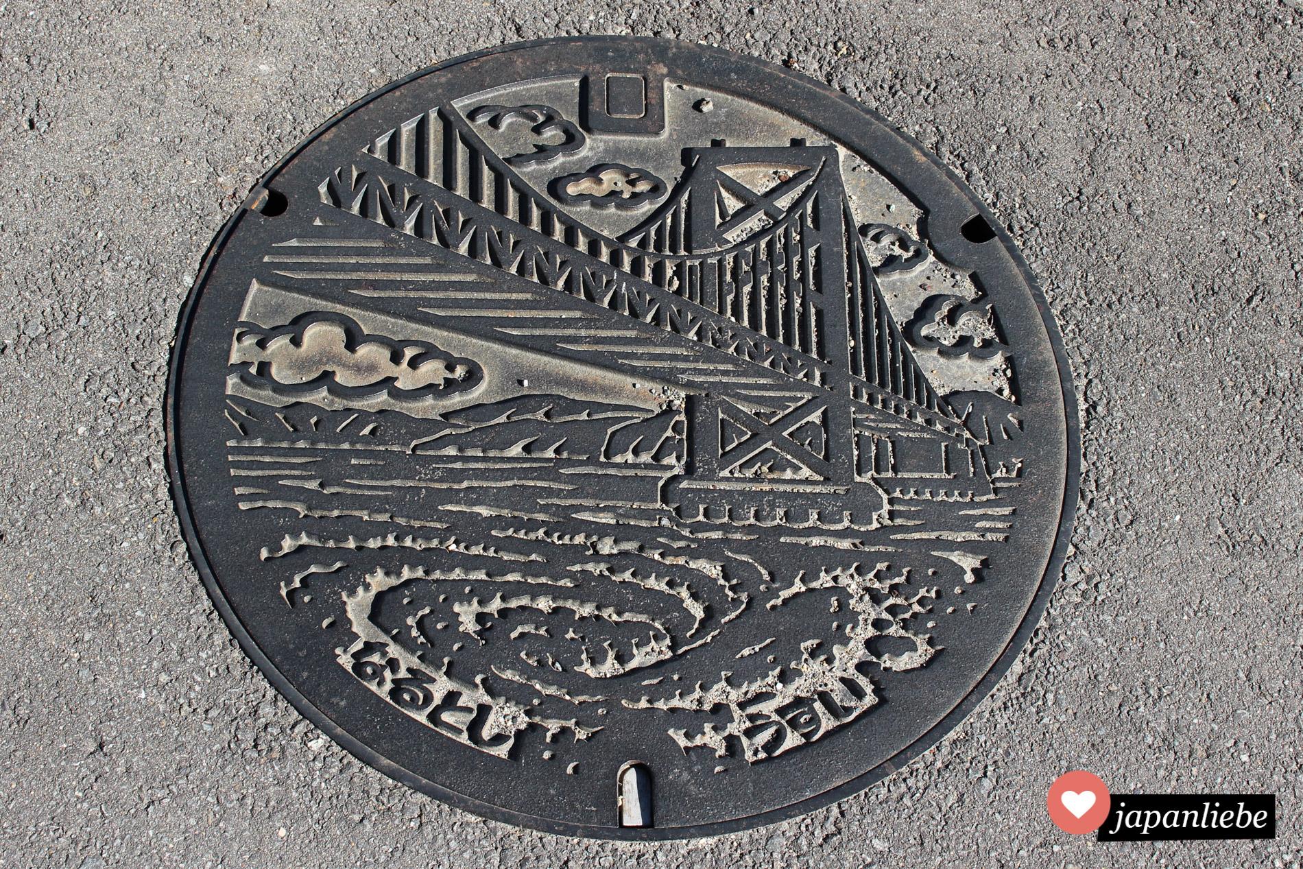 Natürlich freue ich mich immer besonders, wenn ich einen bunten Kanaldeckel in Japan finde. Aber auch die farblosen sind wunderhübsch und brauchen sich nicht zu verstecken.