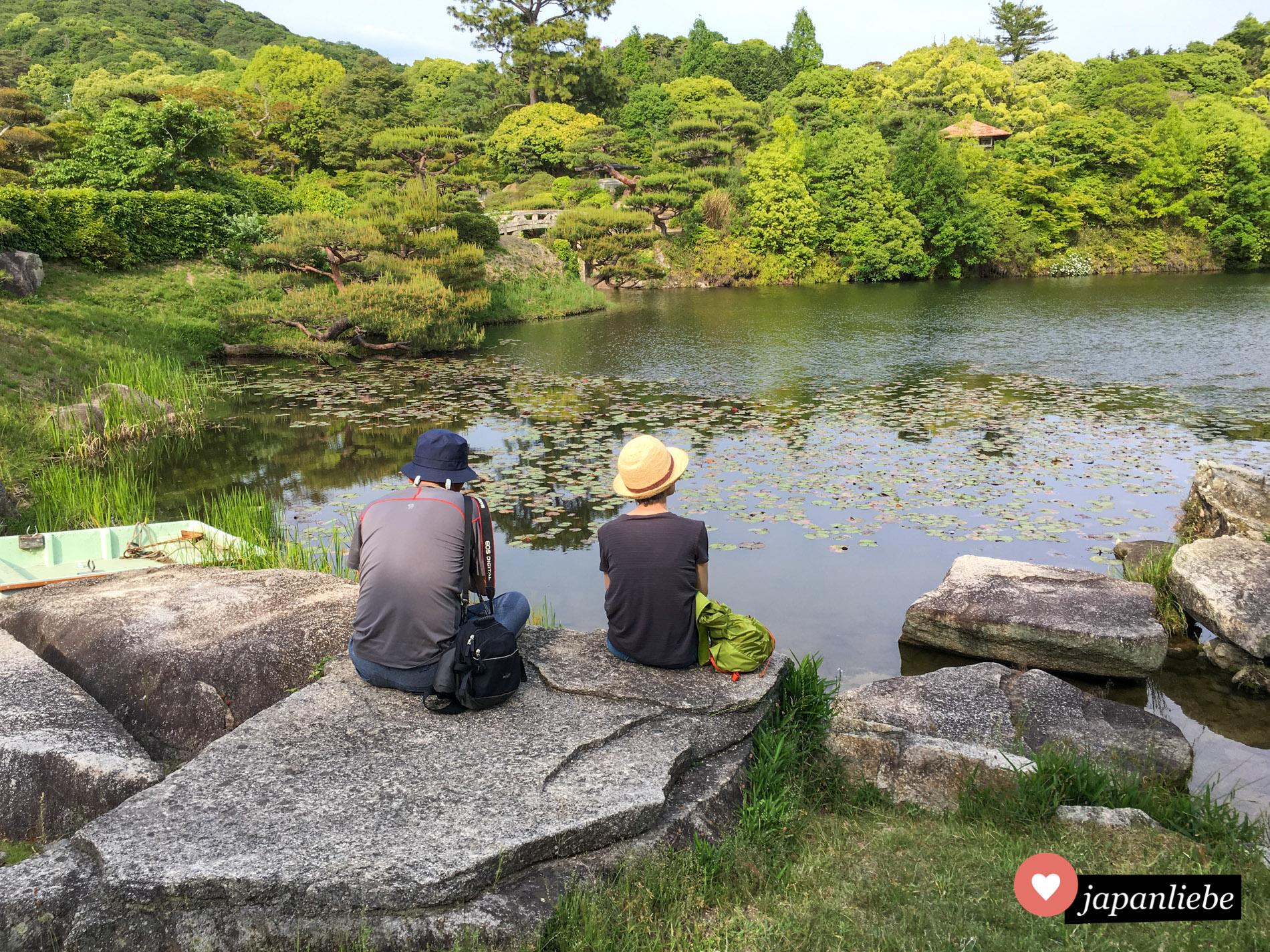 Den japanischen Besuchern ging es wie mir: ich hätte Stunden im Mōri Garten verbringen können.