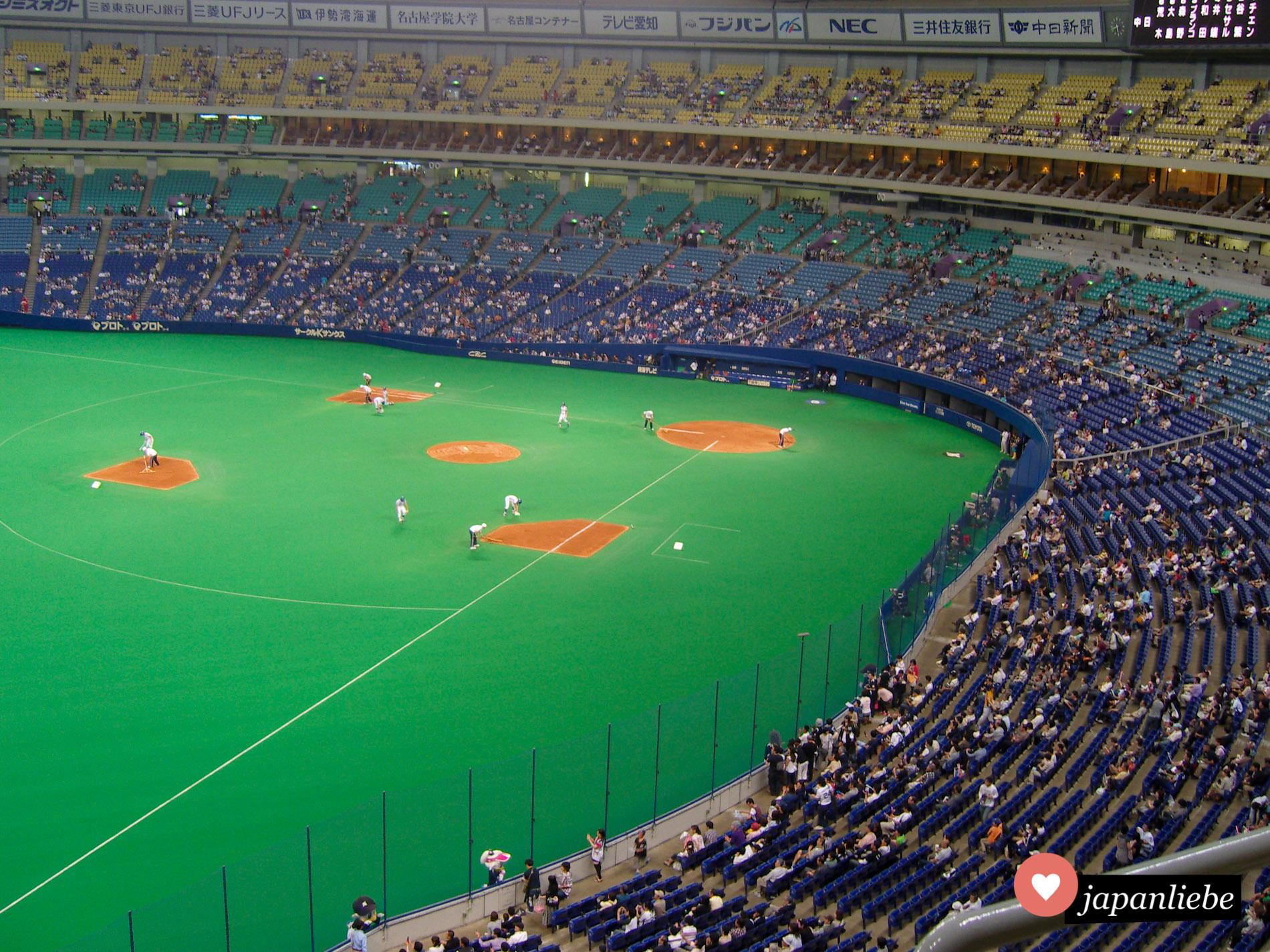 Im Nagoya Dome besuchte ich ein Baseballspiel der Chunichi Dragons.