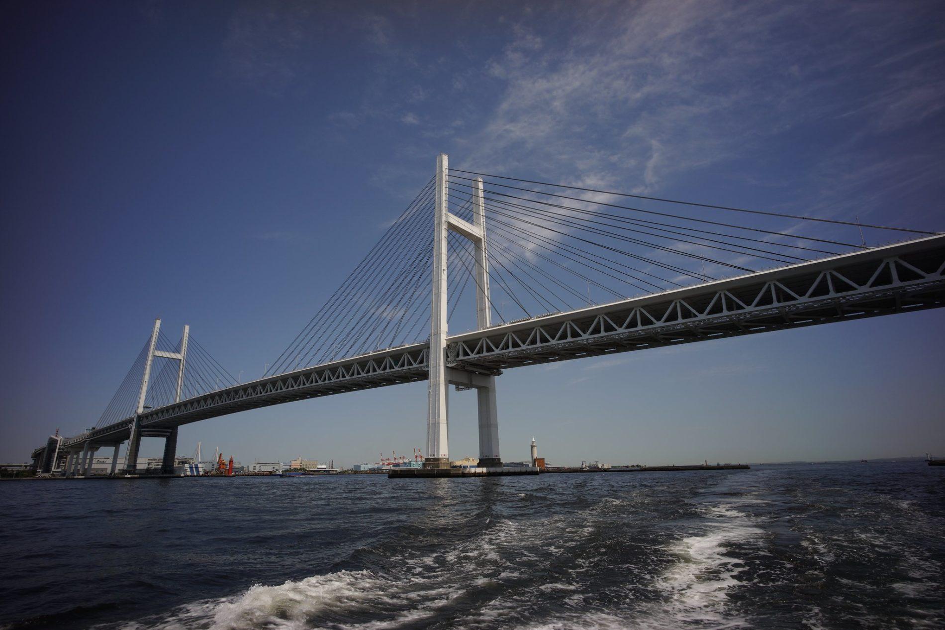Fester Bestandteil von Yokohamas Skyline: die Yokohama Bay Bridge. (Foto: zengame auf Flickr)