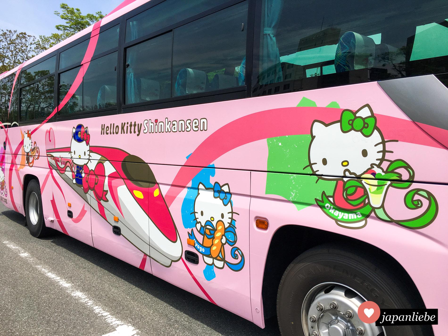 Klar, ein Shinkansen im Hello-Kitty-Design braucht einen Bus, der dies bewirbt.