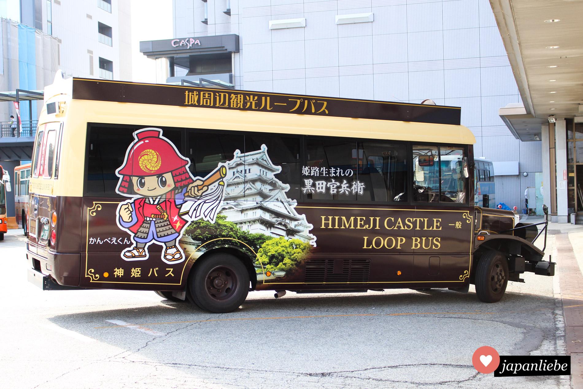 Vom Bahnhof in Himeji kann man zu Fuß bis zur weltberühmten Burg gehen. Alternativ nimmt man den niedlichen Himeji-Castle-Loop-Bus.