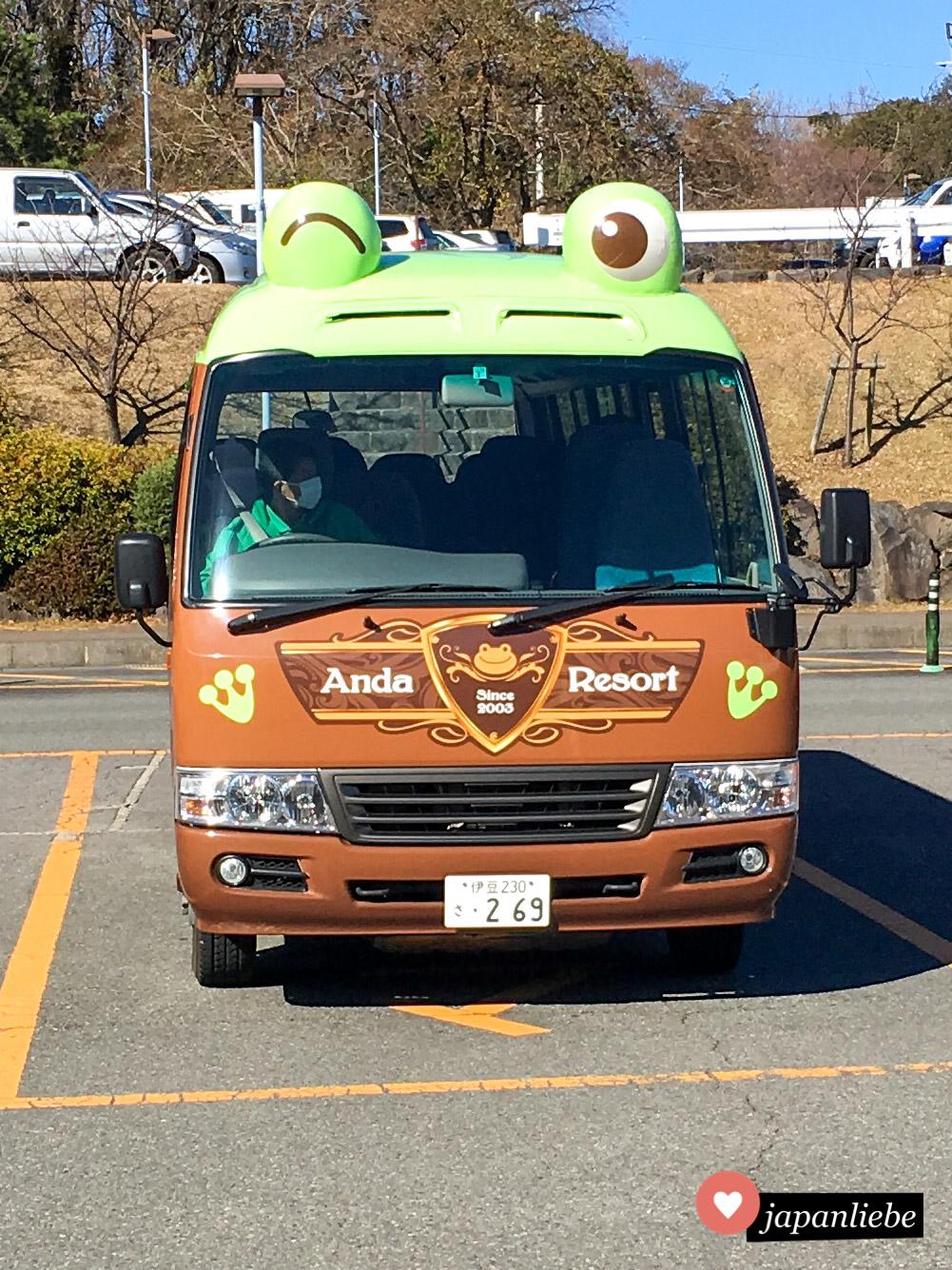 Das Anda Resort auf der Halbinsel Izu hat einen Bus mit Froschaugen, um seine Gäste vom Bahnhof in Ito abzuholen.