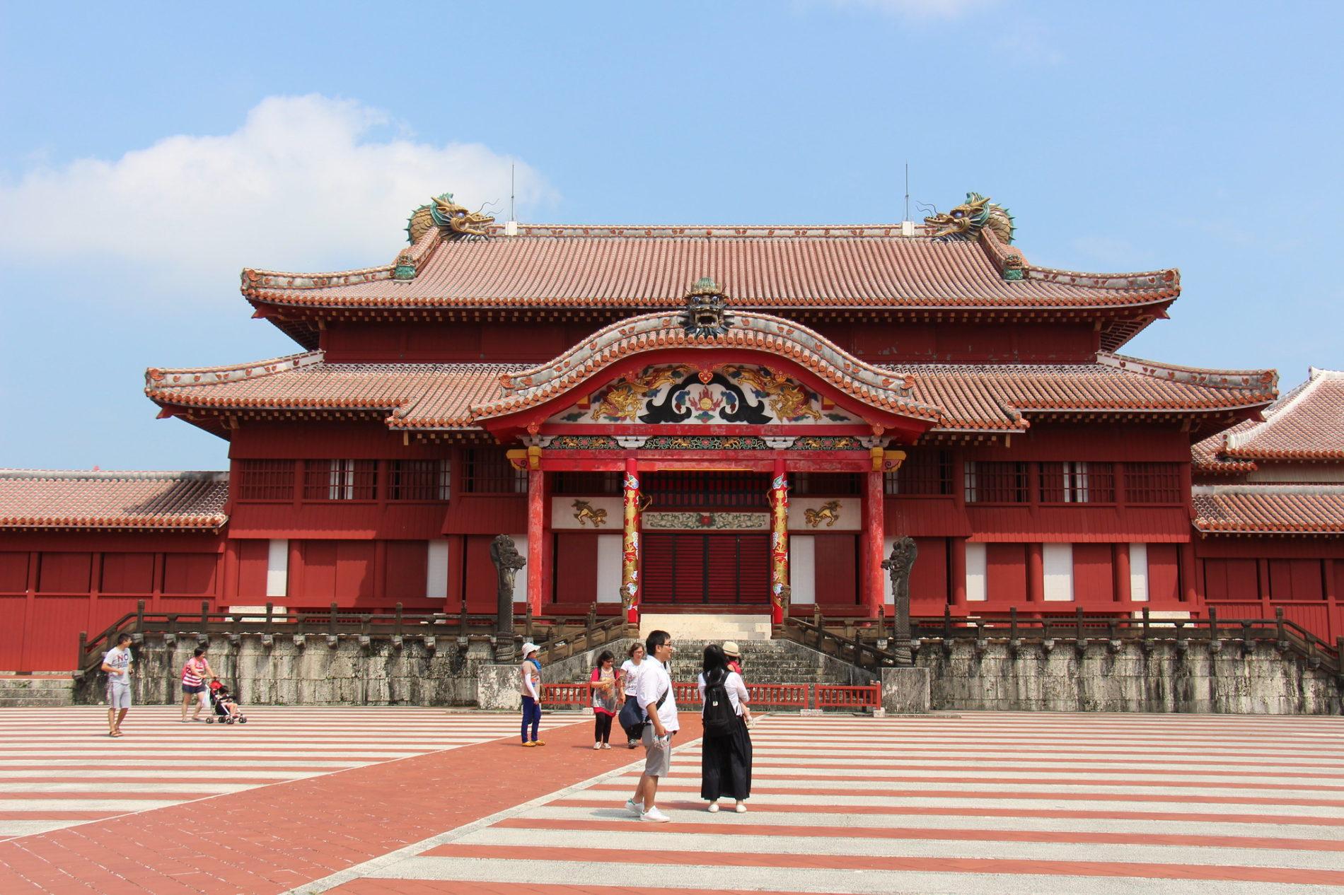 Die Burg Shuri auf Okinawa im Süden Japans ist eine der UNESCO Weltkultruerbestätten auf der Insel. 2019 brannte es leider fast vollständig ab. Bis 2026 soll es wieder aufgebaut werden.