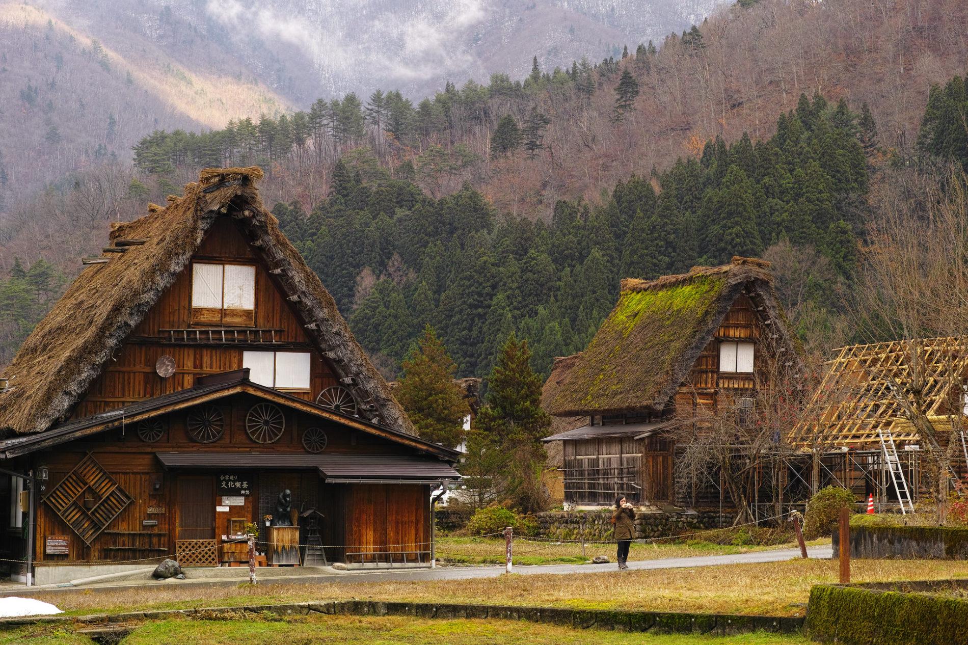 In der abgeschiedenen Region Shirakawa-go ist ein einzigartiger Bau- und Lebensstil erhalten geblieben.