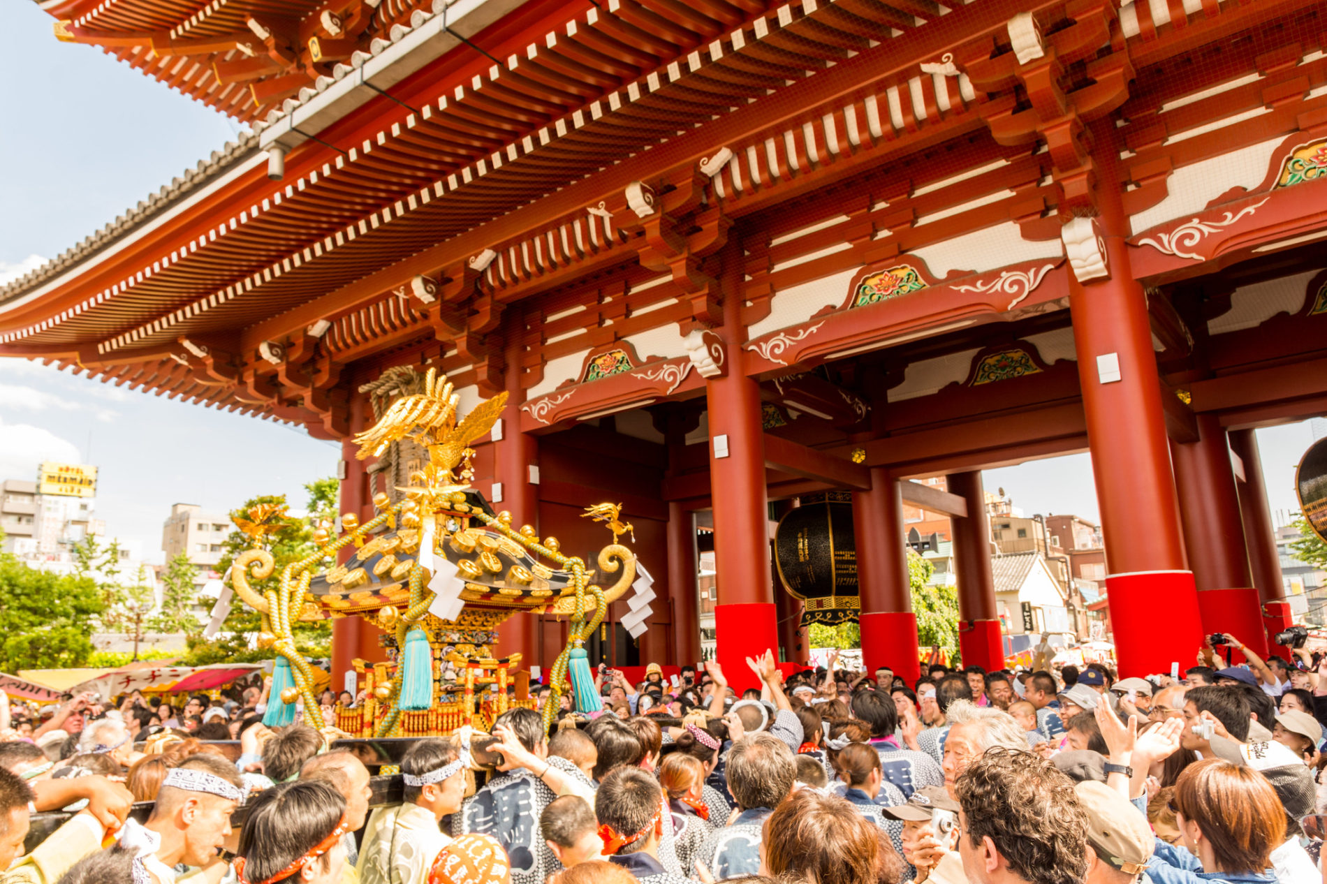 Eines der größten Schreinfeste in Tōkyō: das Asakusa Sanja Matsuri jedes Jahr im Mai.