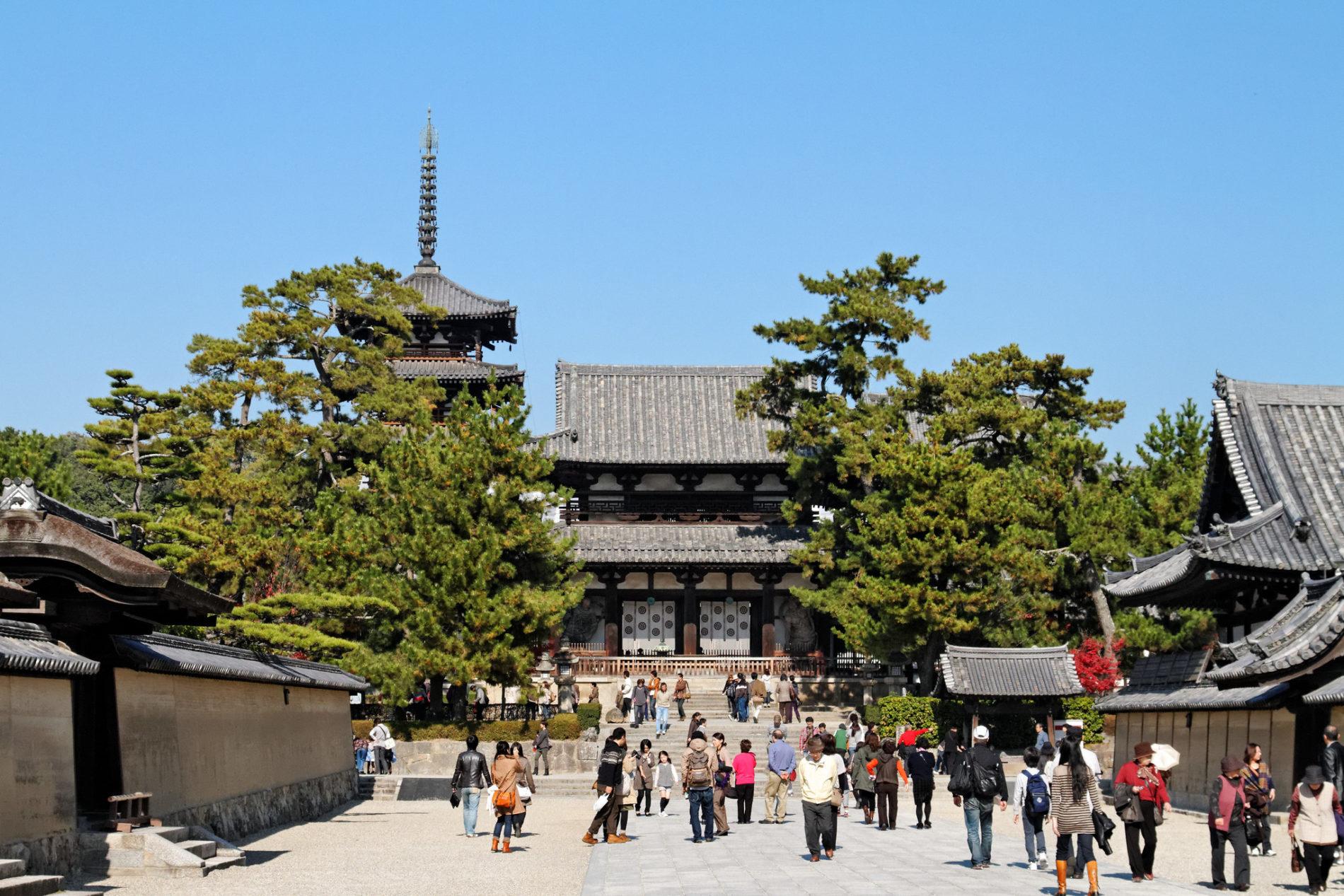 Die älteste Holzpagode Japans steht am Horyu-ji Tempel in der Präfektur Nara.
