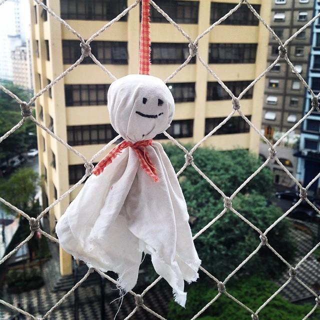 Eine teru teru bōzu Puppe soll für den nächsten Tag gutes Wetter garantieren.