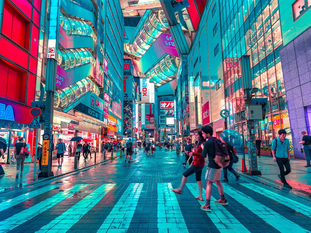 Tōkyō in Neonfarben.