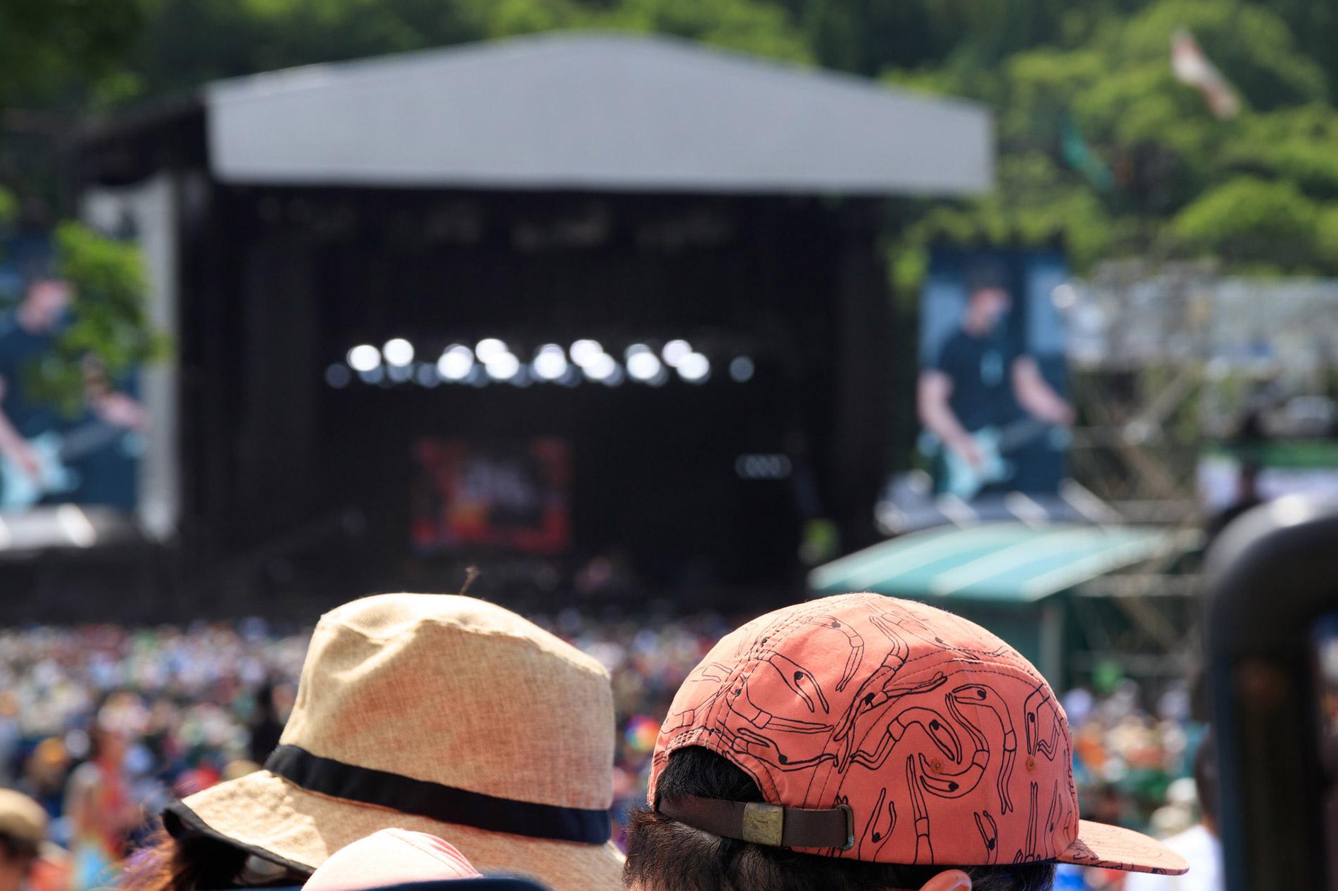 Japans größtes Sommer-Outdoor-Musikereignis, das Fuji Rock Festival, lockt jedes Jahr 100.000 Besucher aus aller Welt an. (Foto: t.kunikuni auf Flickr https://www.flickr.com/photos/135459711@N05/28331452080 CC BY-SA 2.0)