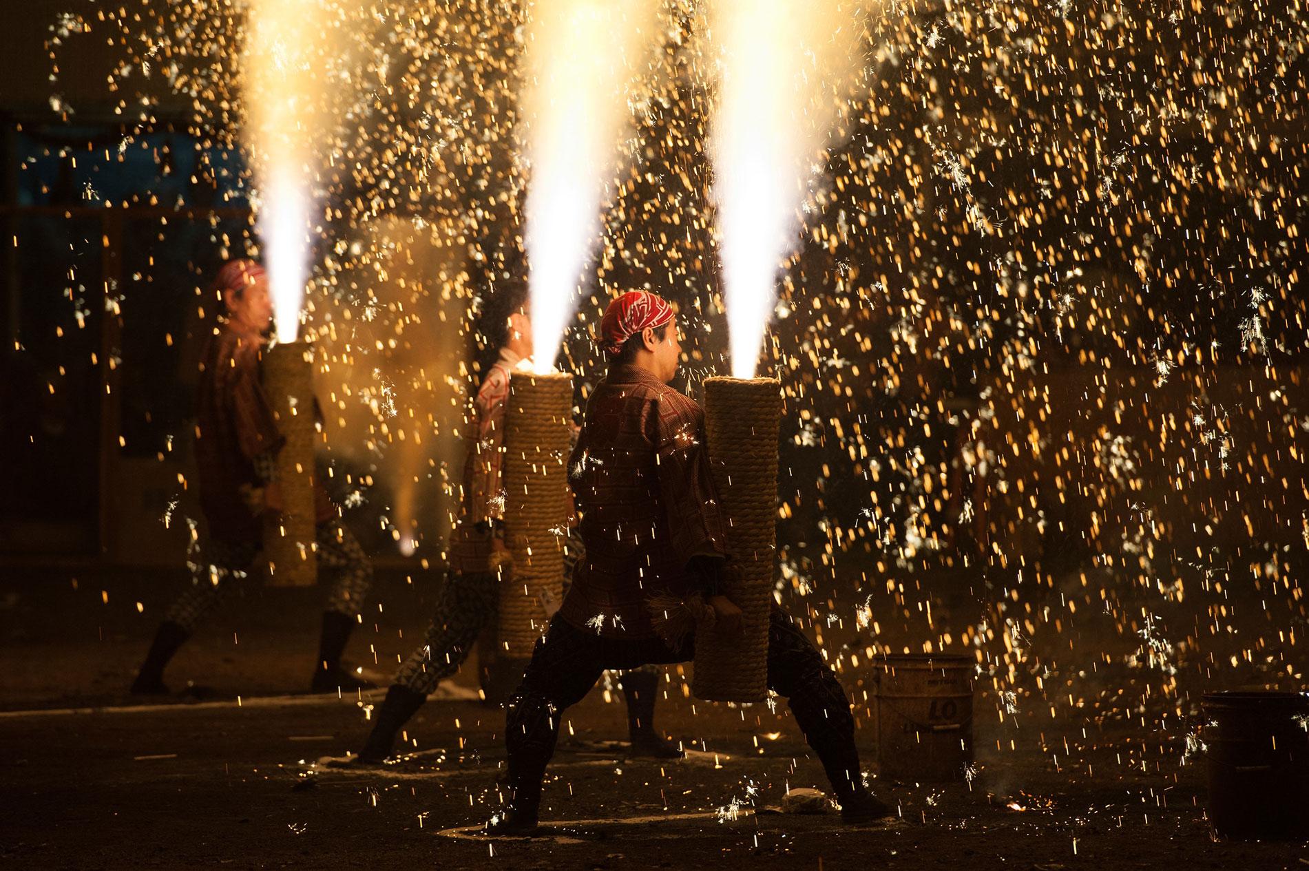Feuerwerke in Japan sind verbunden mit traditionellem Handwerk und viel Mut. (Foto: Koji Ishii auf Flickr https://www.flickr.com/photos/koji1106/15441339561  CC BY 2.0)