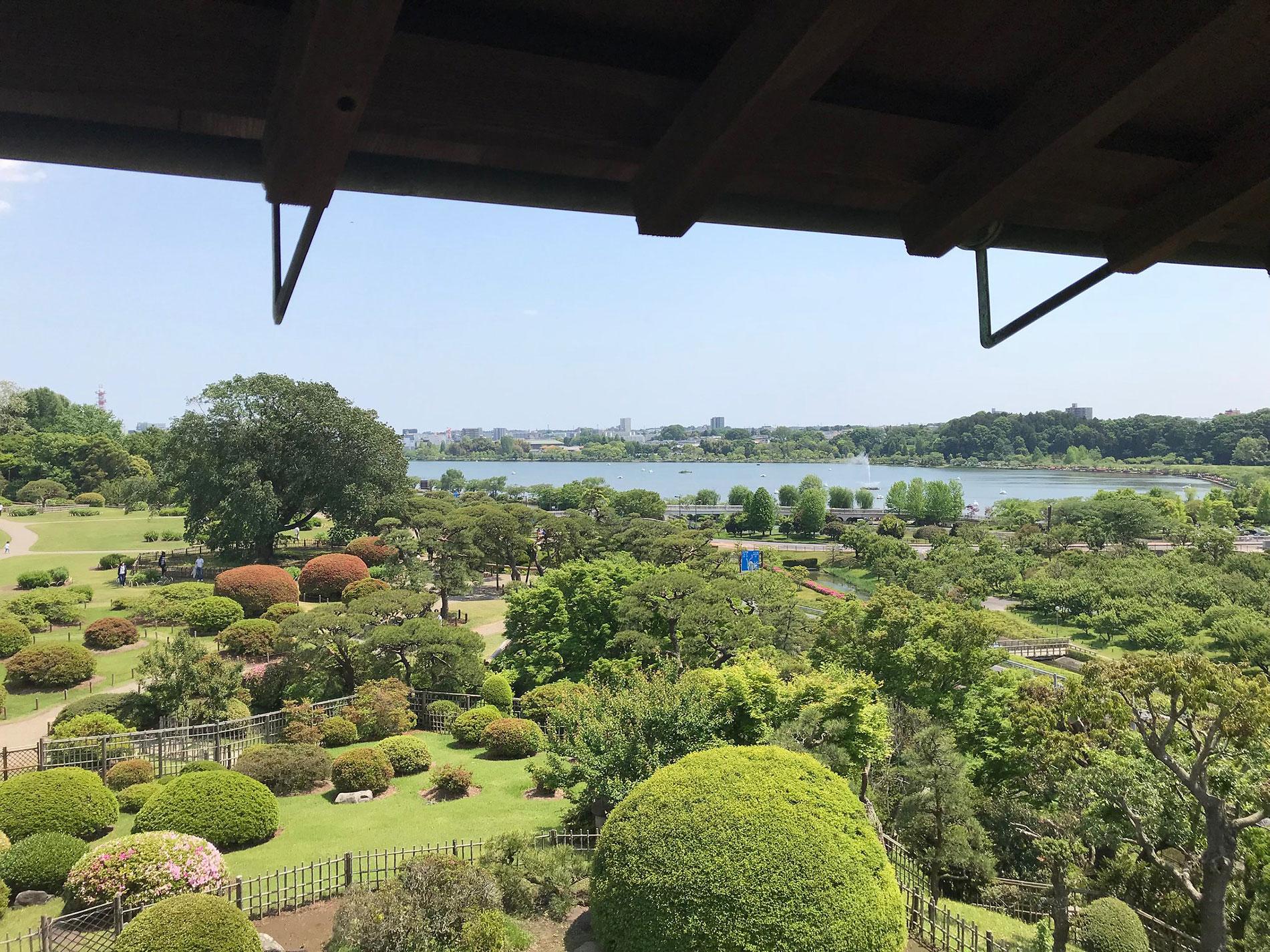 Eines der Gebäude im Kairaku-en Garten in Miro bietet eine fantastische 360°-Aussicht. (Foto: fri13th auf flickr https://flic.kr/p/2epW8EX CC BY 2.0)