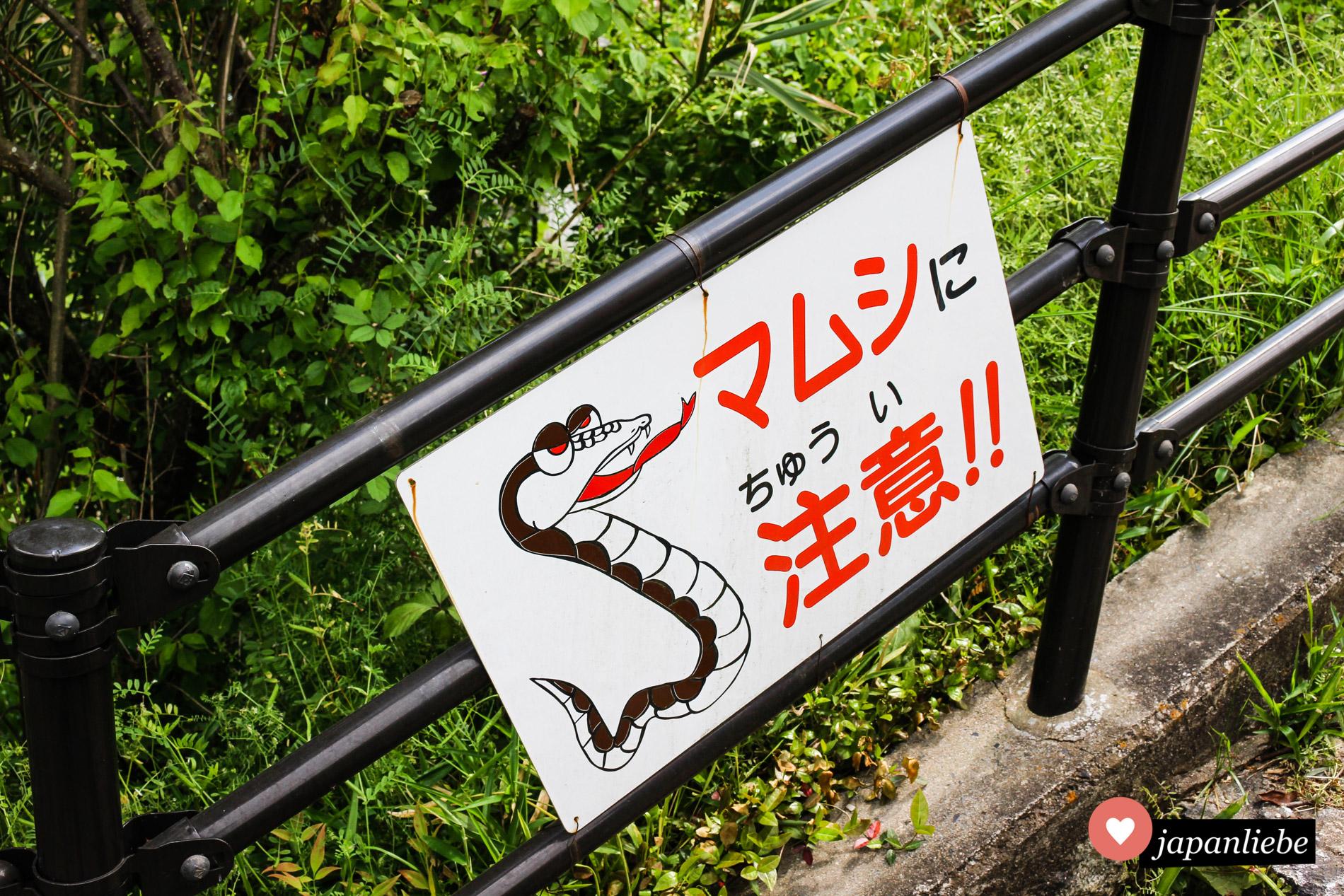 Warnschilder vor giftigen Schlangen können auch niedlich sein – zumindest in Japan.