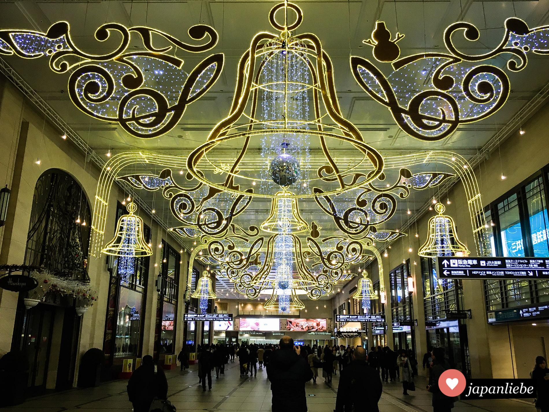 Weihnachts-Illumination am Bahnhof Umeda in Ōsaka.