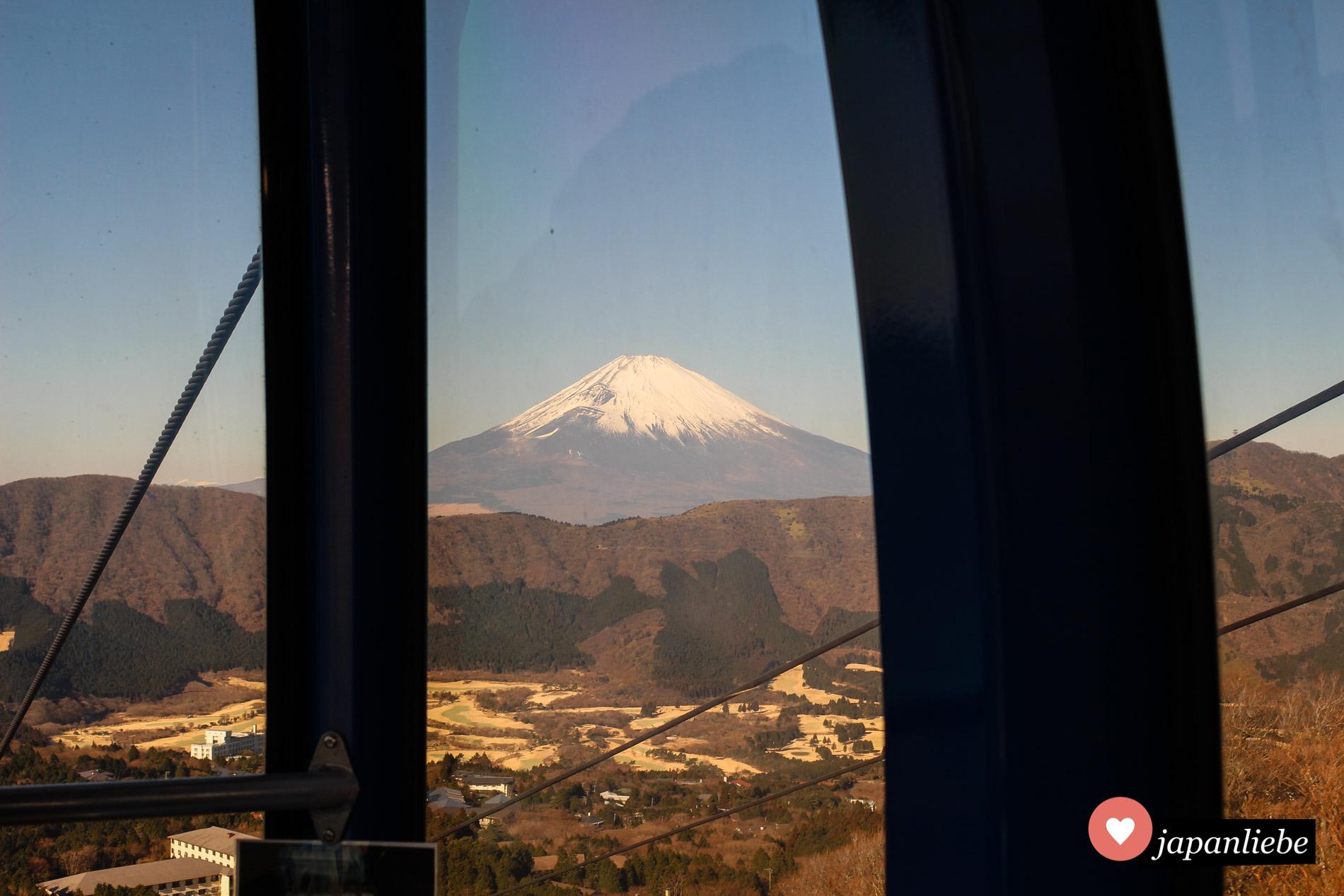 Bei klarem Wetter kann man den Fuji aus den Gondeln der Hakone-Seilbahn heraus sehen.