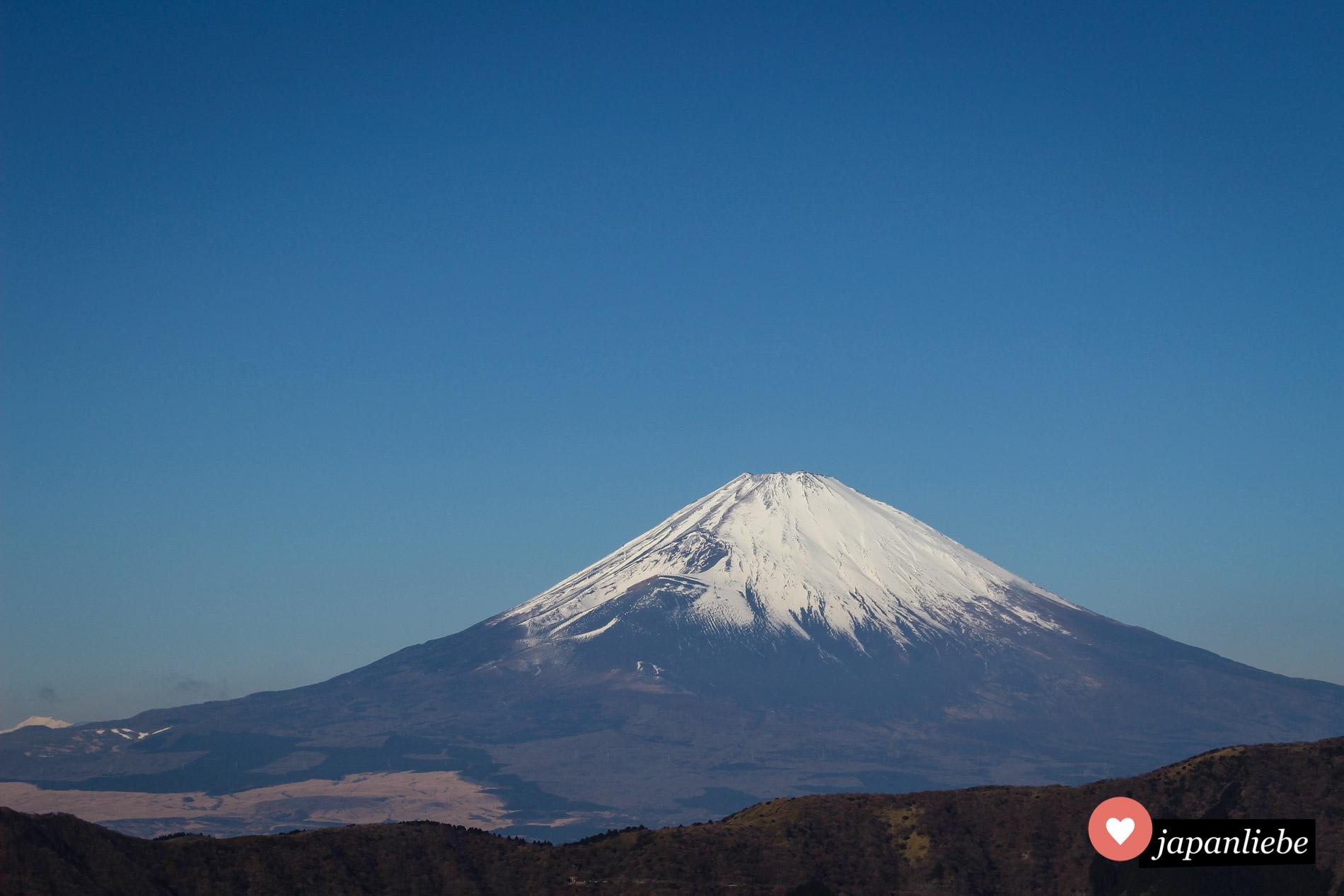 Im Januar trägt der Fuji für gewöhnlich seine charakteristische Schneehaube.