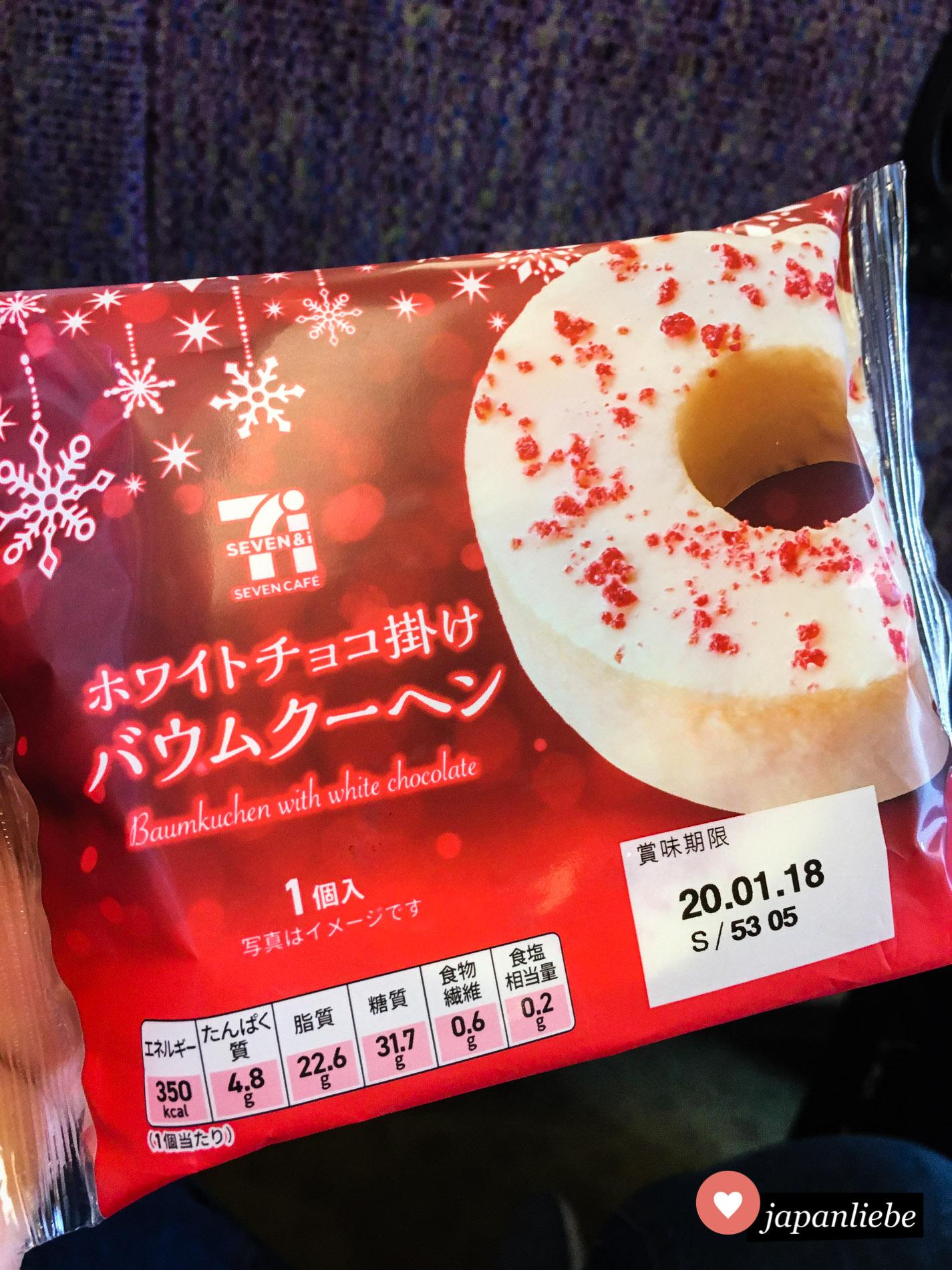 Auf dem Weg zum Flughafen gebe ich gern mal meine letzten Yen für Baumkuchen aus dem konbini aus.