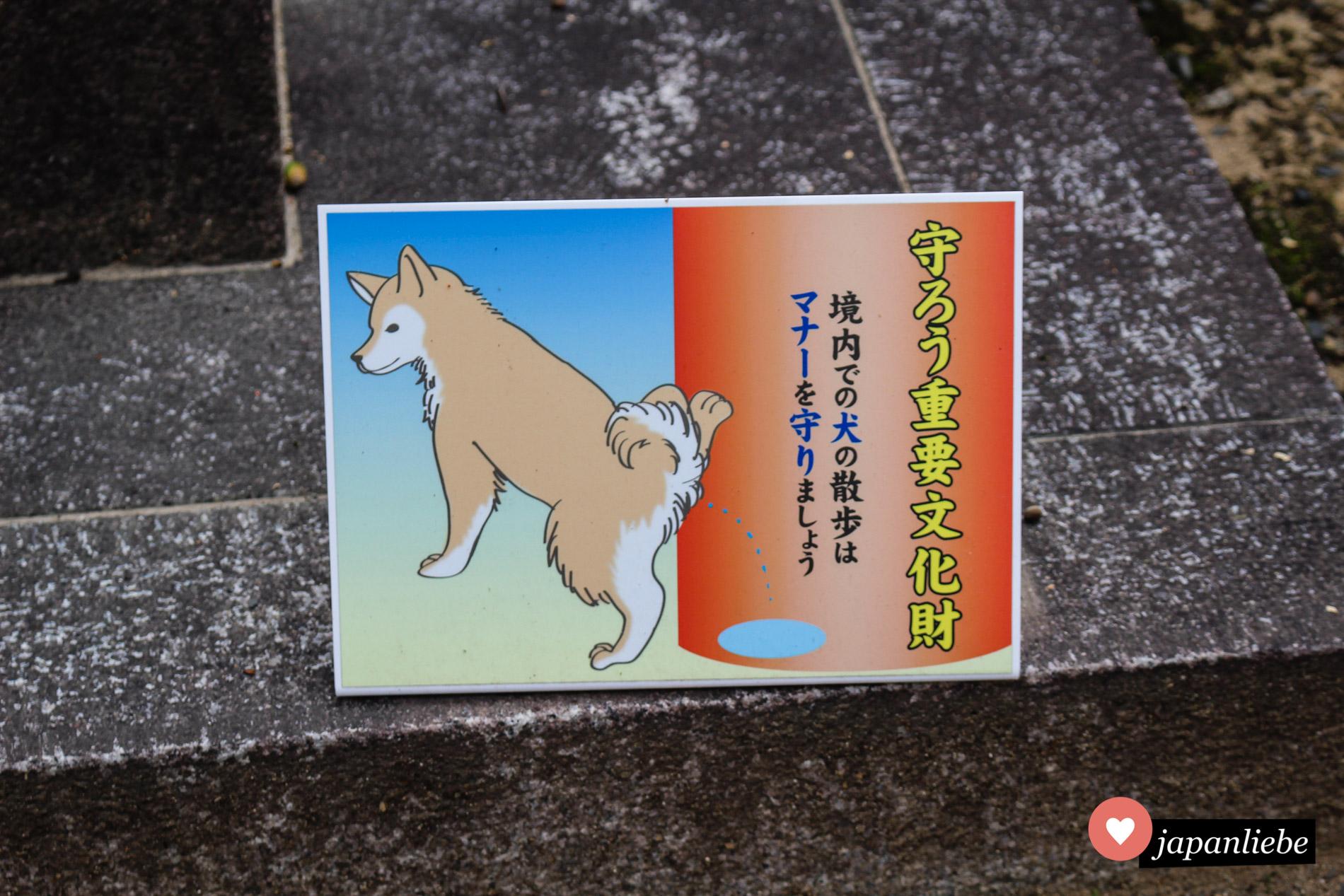 Wichtiger Hinweis am Fushimi Inari-taisha: Hunde bitte nicht an die Schreintore pinkeln lassen.