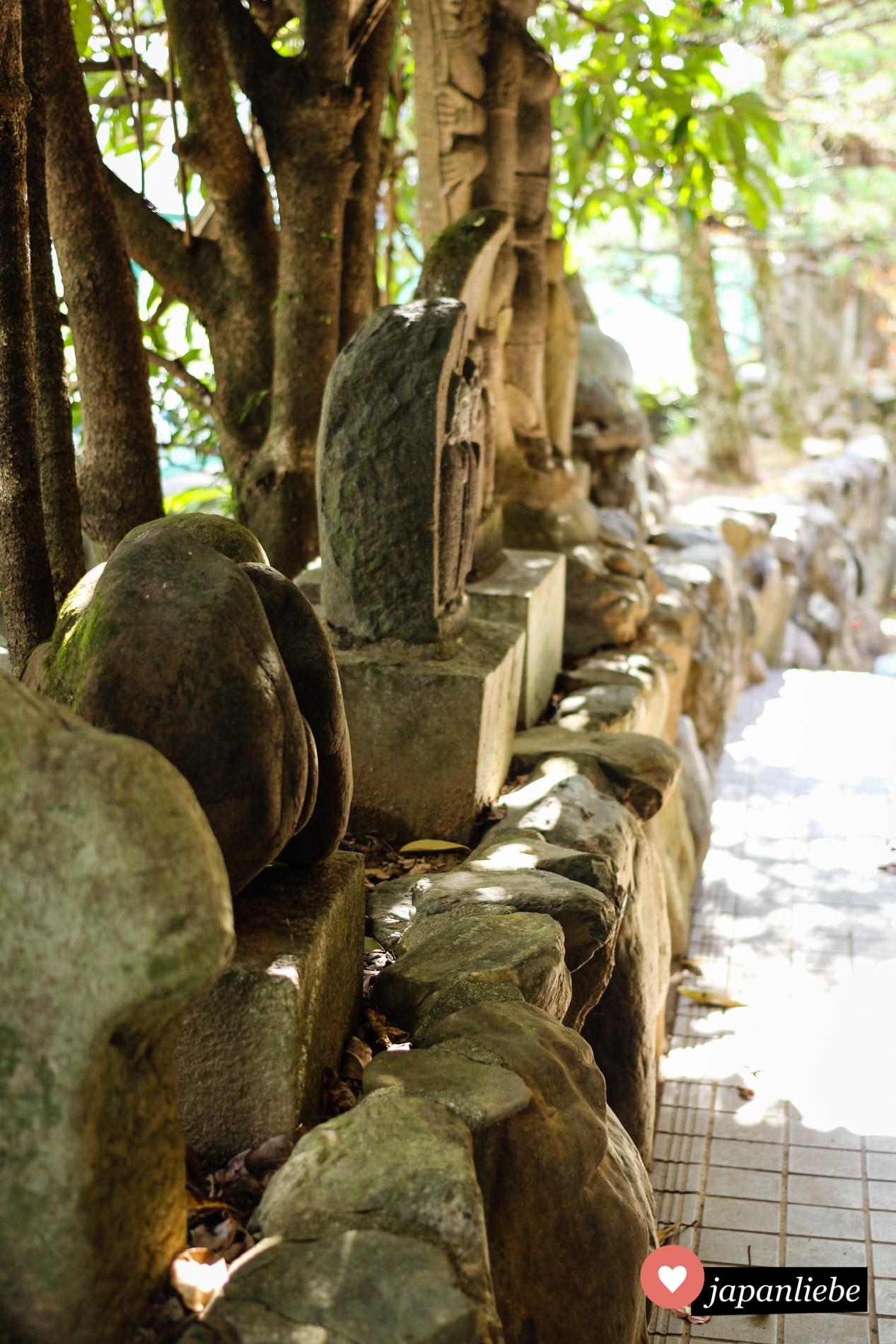 Einige der Figuren am Taga-jinja sind um die 1.000 Jahre alt und stammen aus Korea.