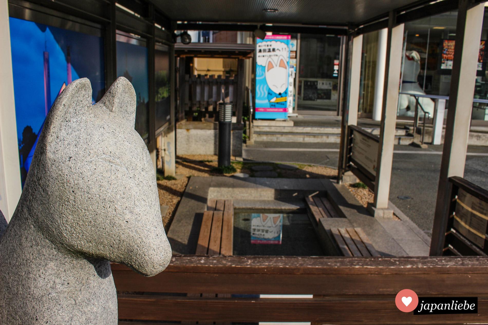 Eines der sechs Fußbäder in Yuda Onsen. Alles steht hier im Zeichen des Fuchses.