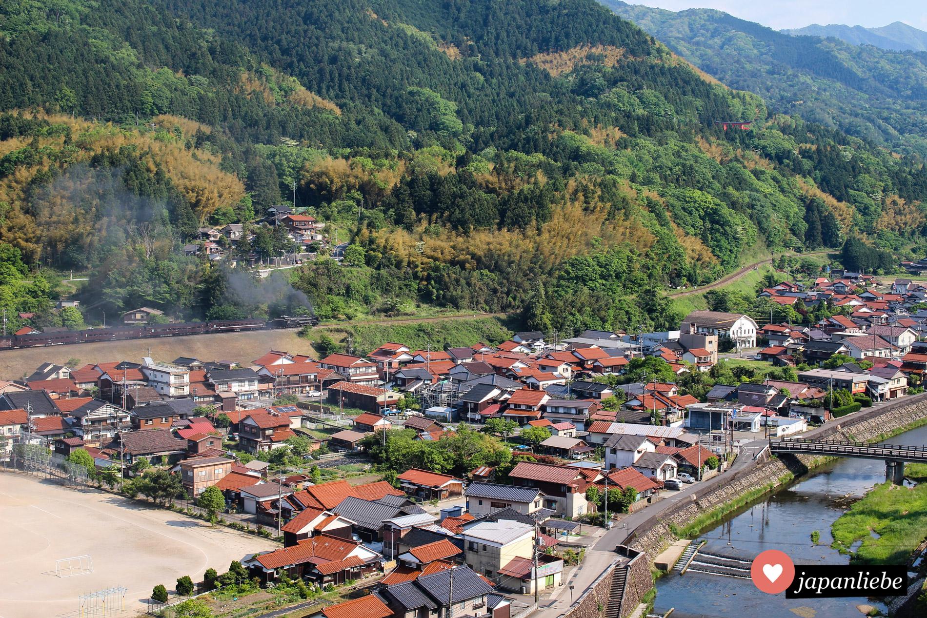 Die SL Yamaguchi verlässt dampfend Tsuwano.
