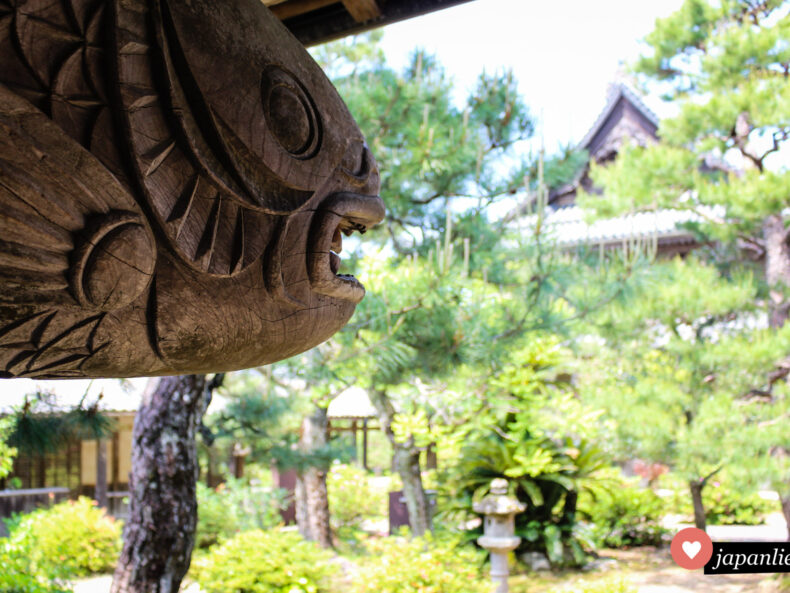 Ein Holzfisch am Tōkō-ji-Tempel in Hagi.