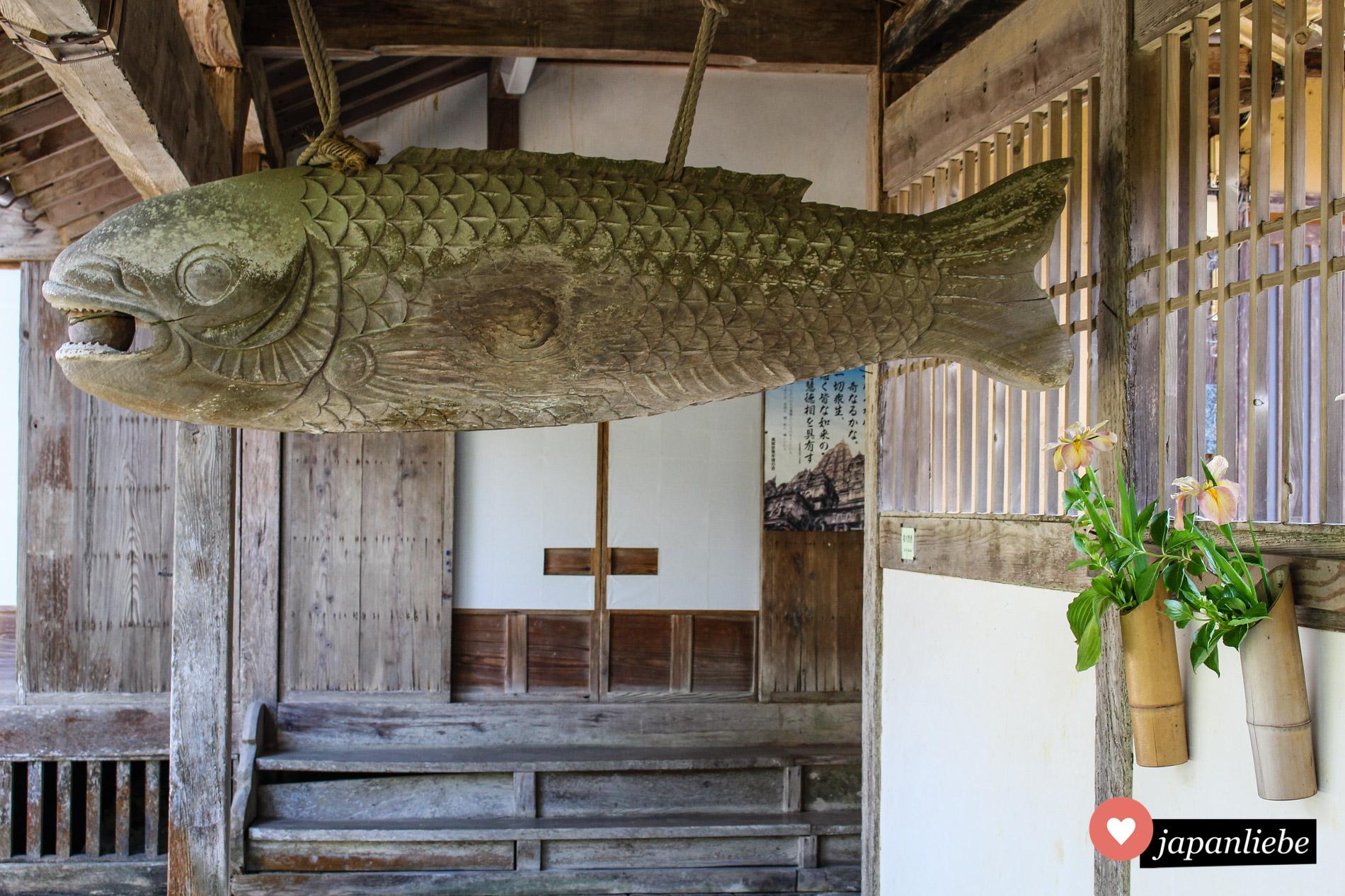 """Mit diesem """"Fischbrett"""" genannten Holzfisch wird Struktur in den Alltag der Mönche am Tōkō-ji-Tempel in Hagi gebracht."""